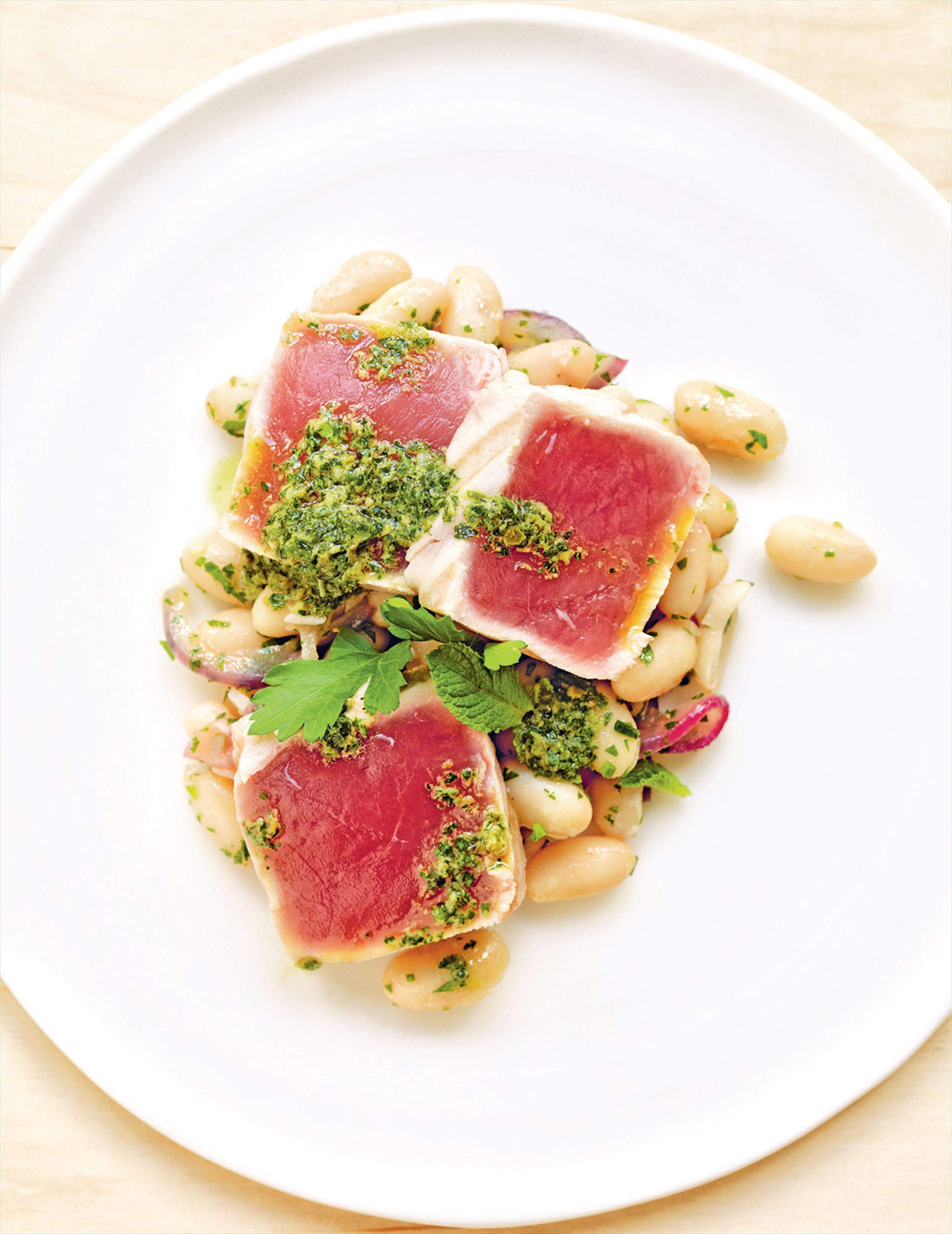 Seared tuna with warm beans & salsa verde