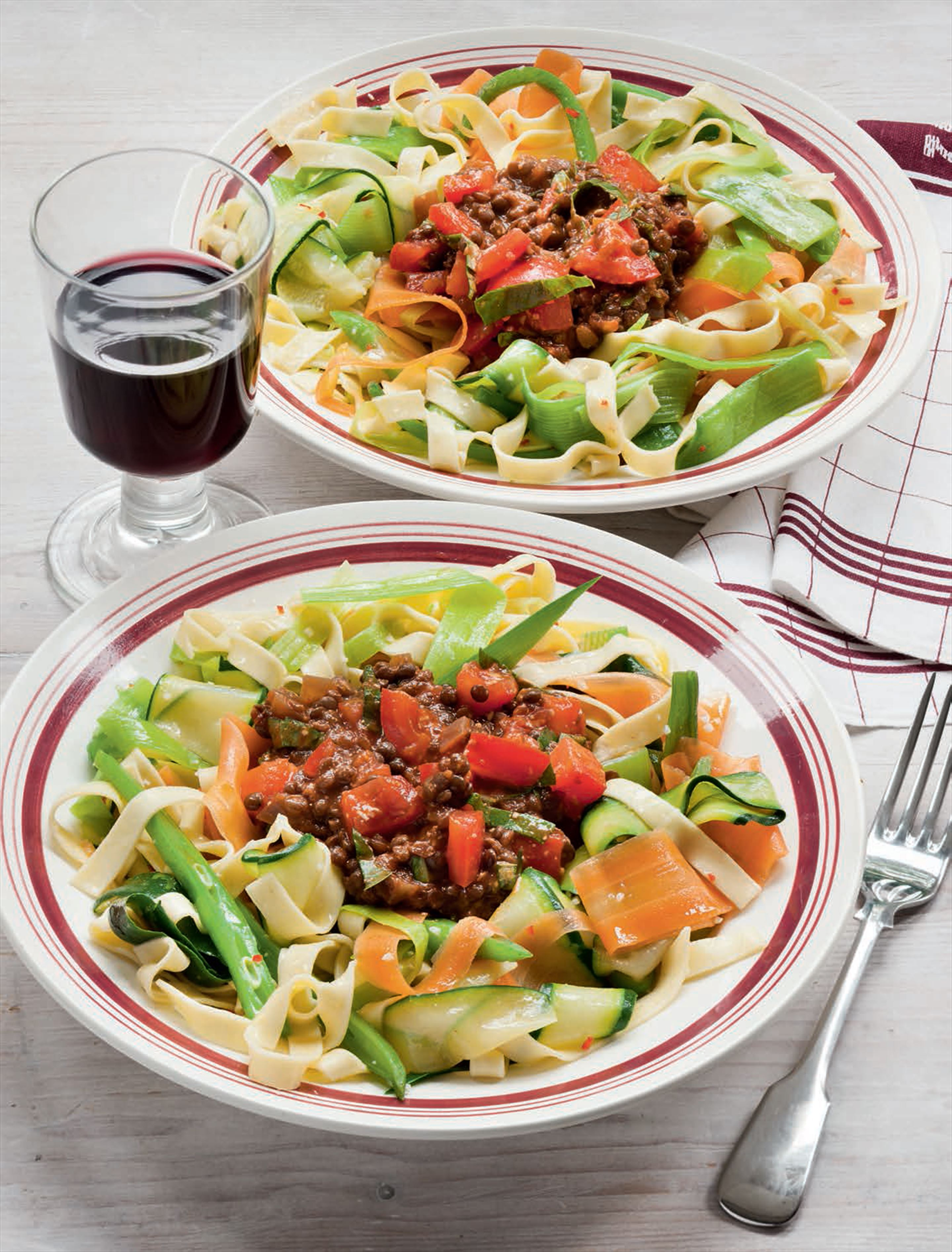 Pasta & vegetables with lentil 'bolognaise'