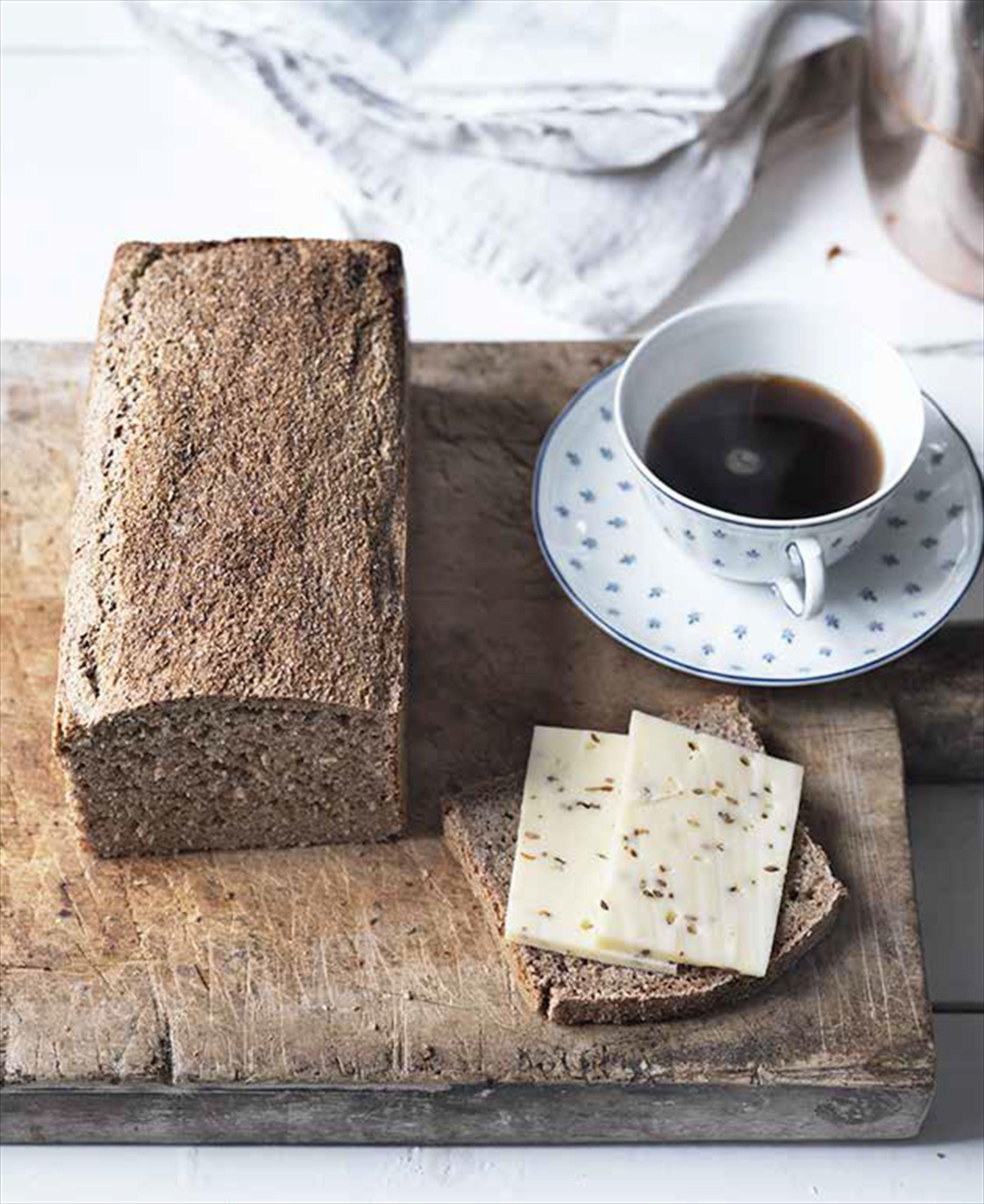 Classic coarse wholemeal bread (Grahamsbrød) from my childhood
