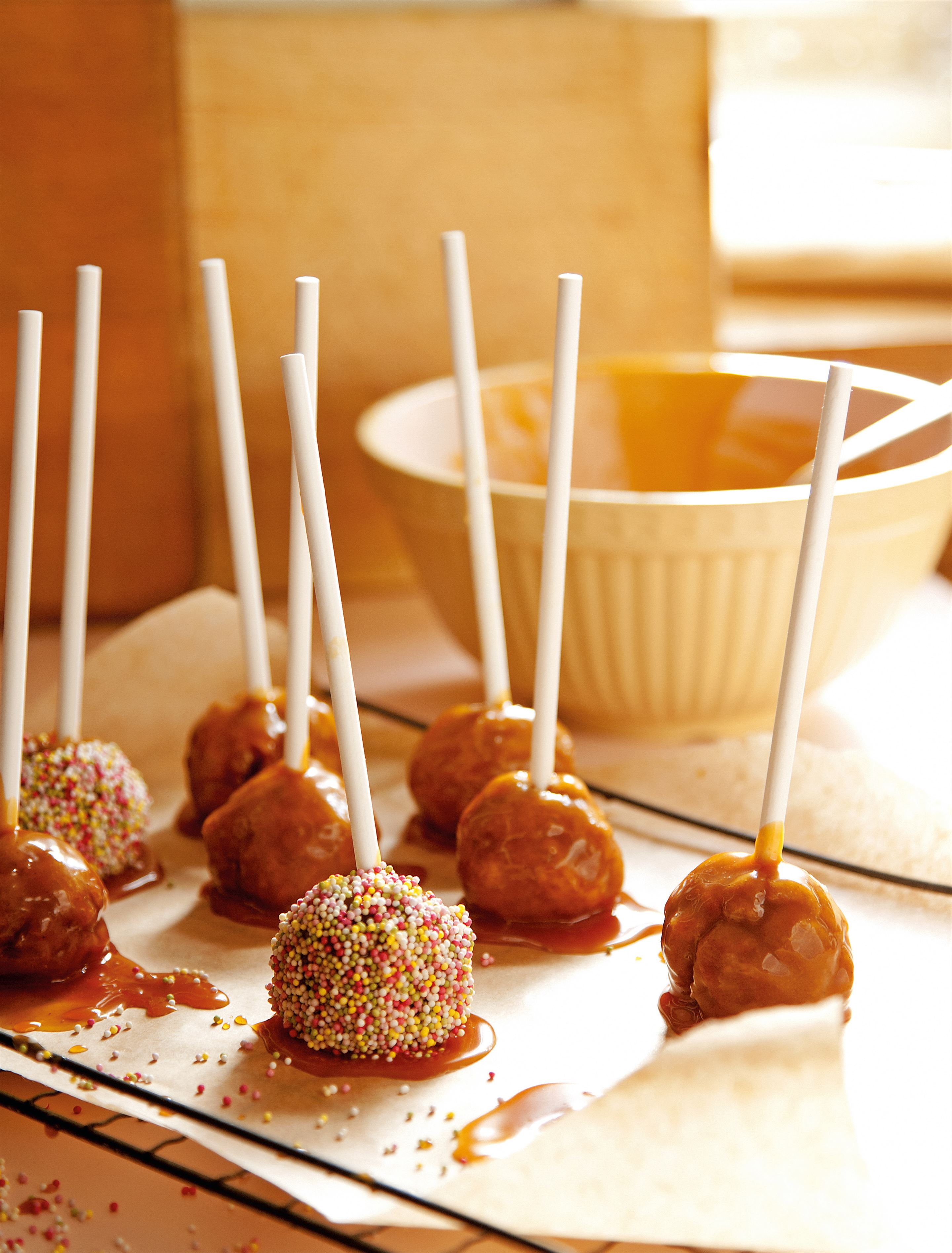 Toffee apple pops