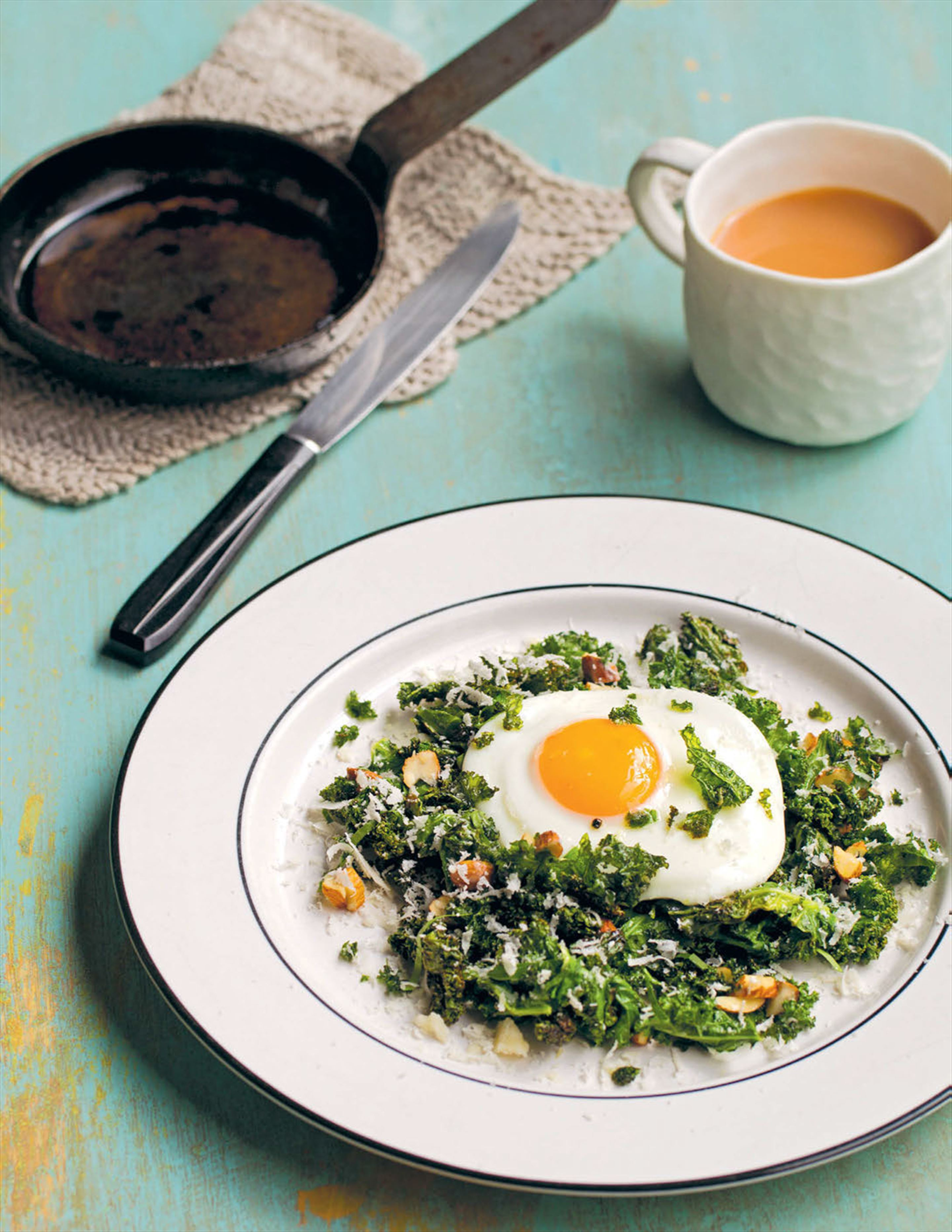 Salad of kale, cheddar and fried egg