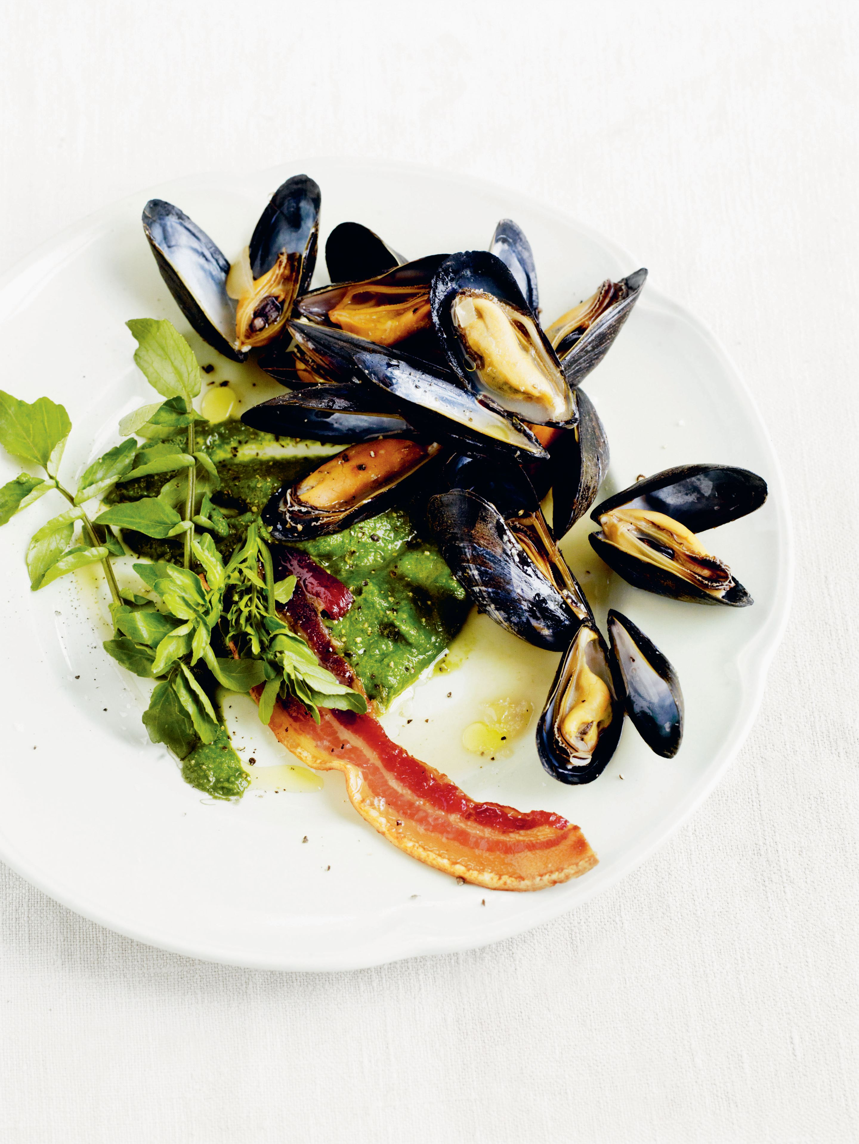 Mussels with watercress, watercress purée & bacon