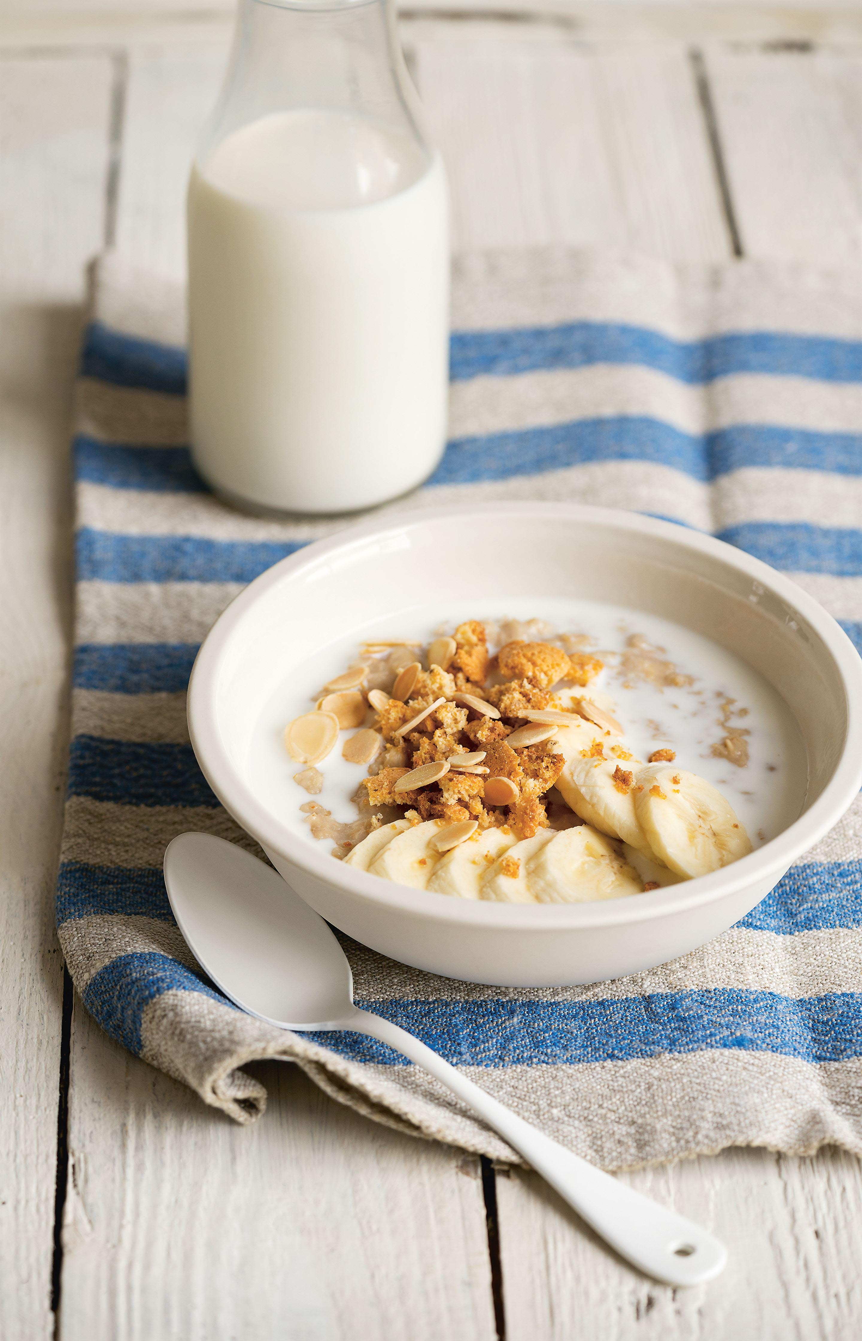 Banana porridge with almonds + amaretti