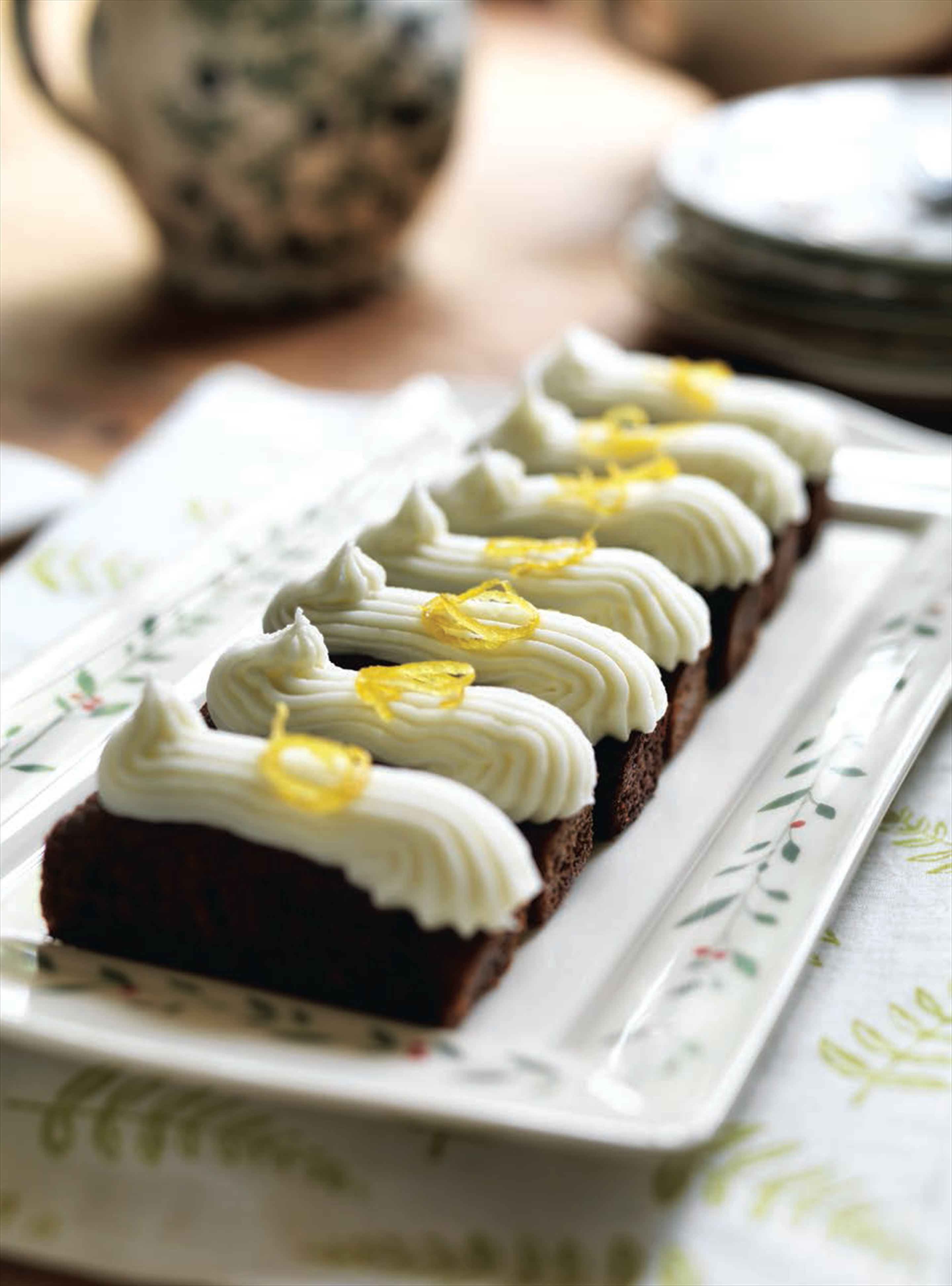 Treacle loaf cakes with lemon icing