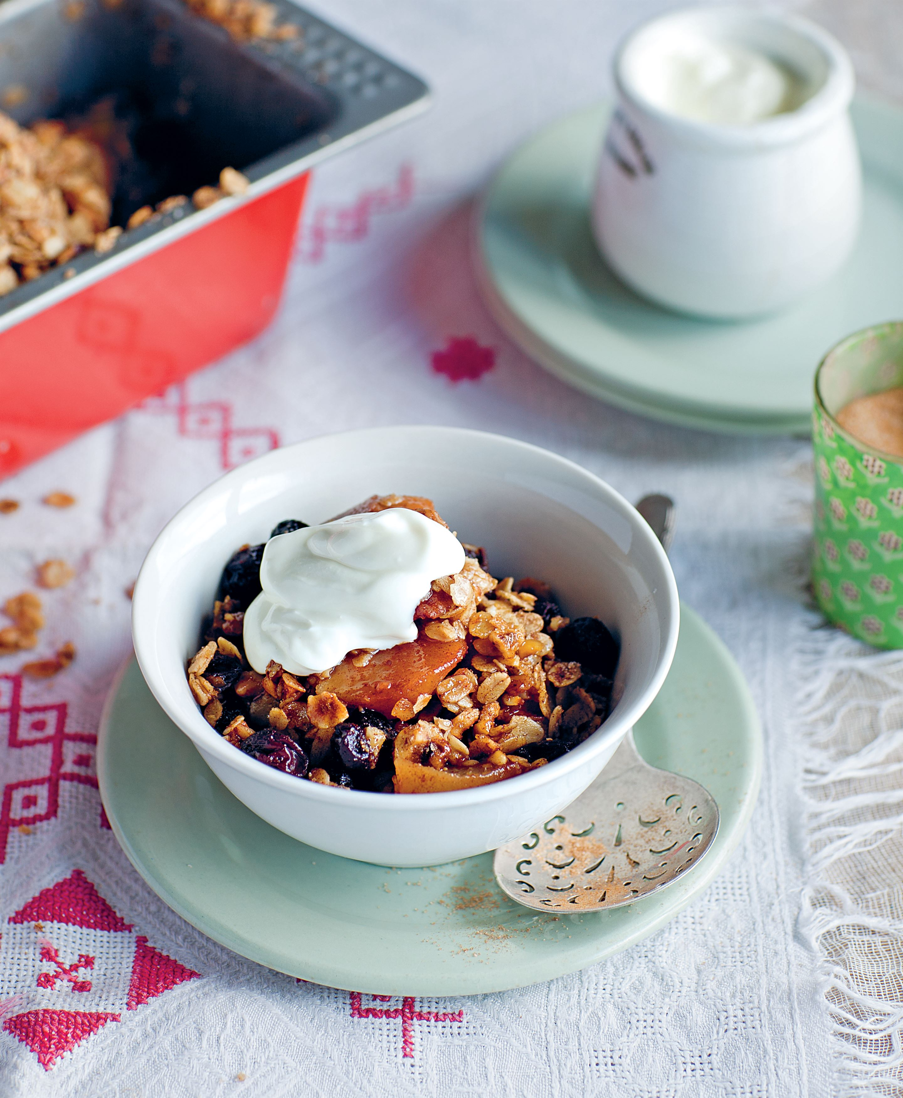 Pear and raisin crumble
