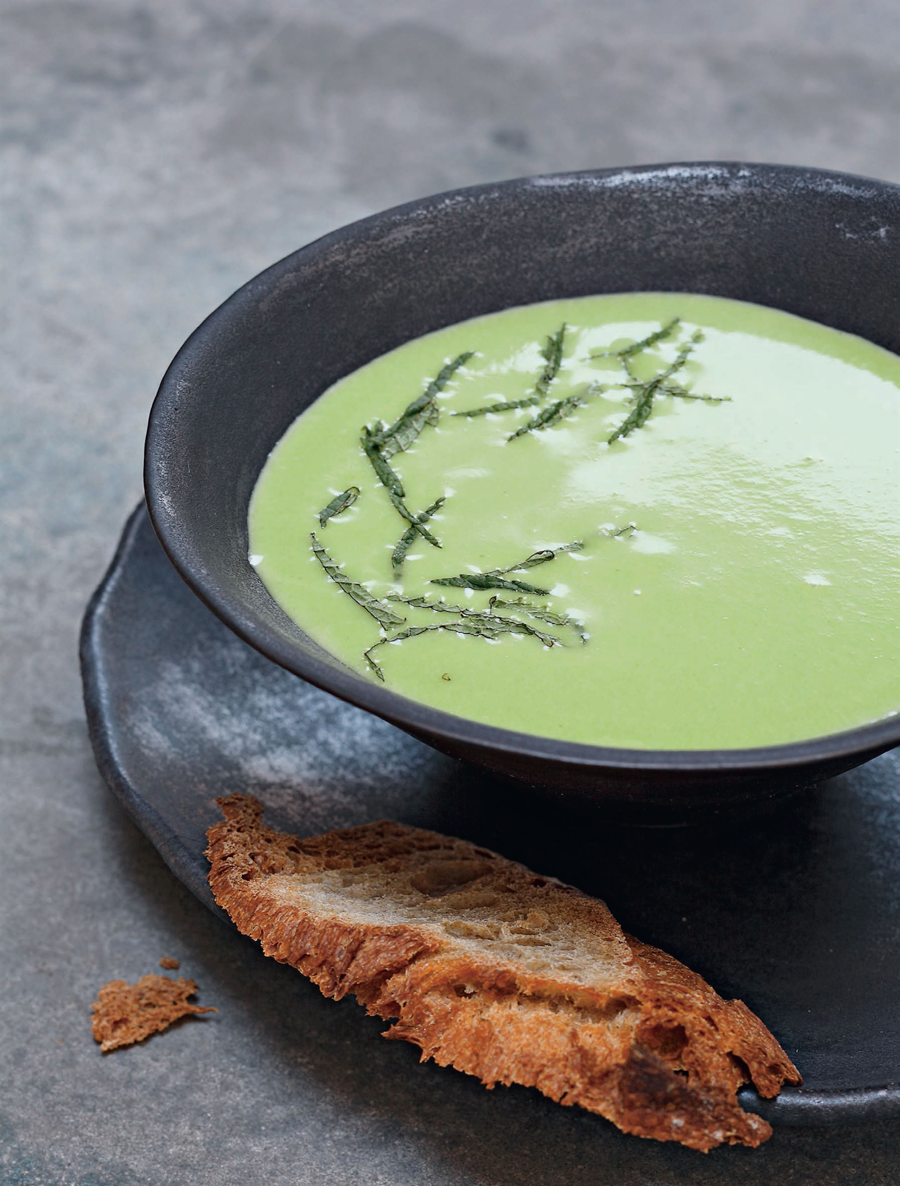 Chilled cream of pea soup