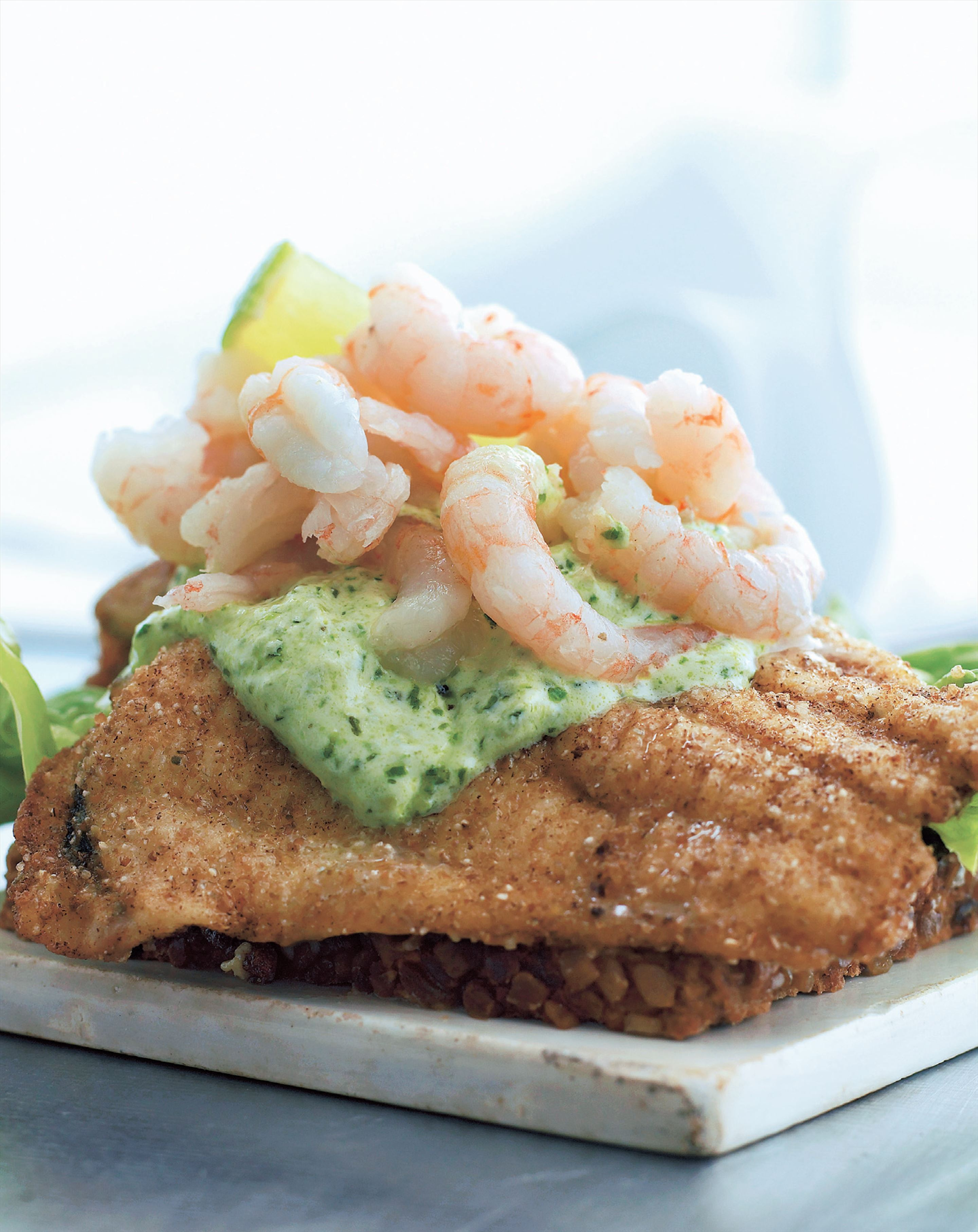 Smørrebrød: Open sandwich with plaice, prawns and basil dressing