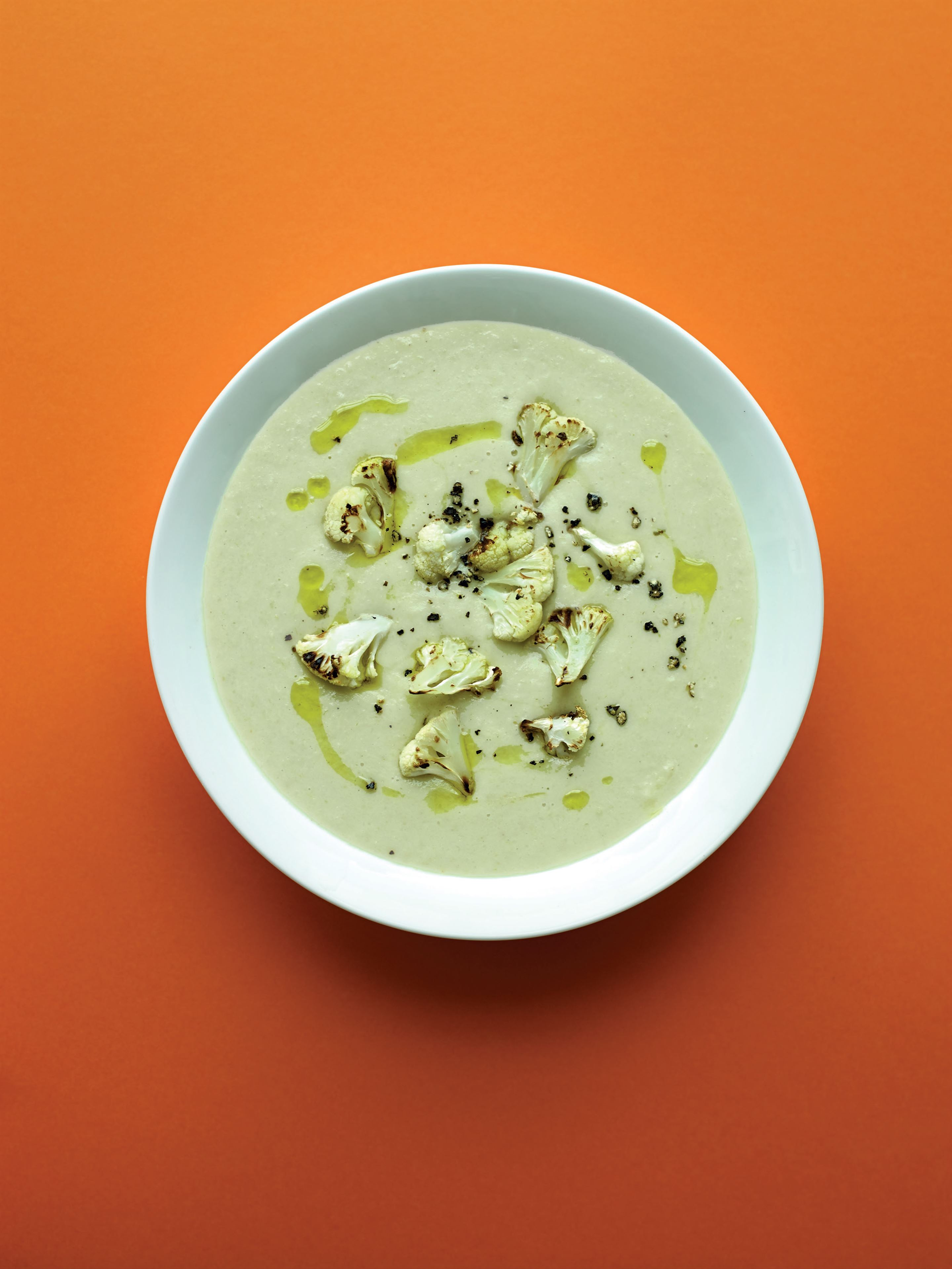 Fragrant cauliflower soup with coconut and lemon grass
