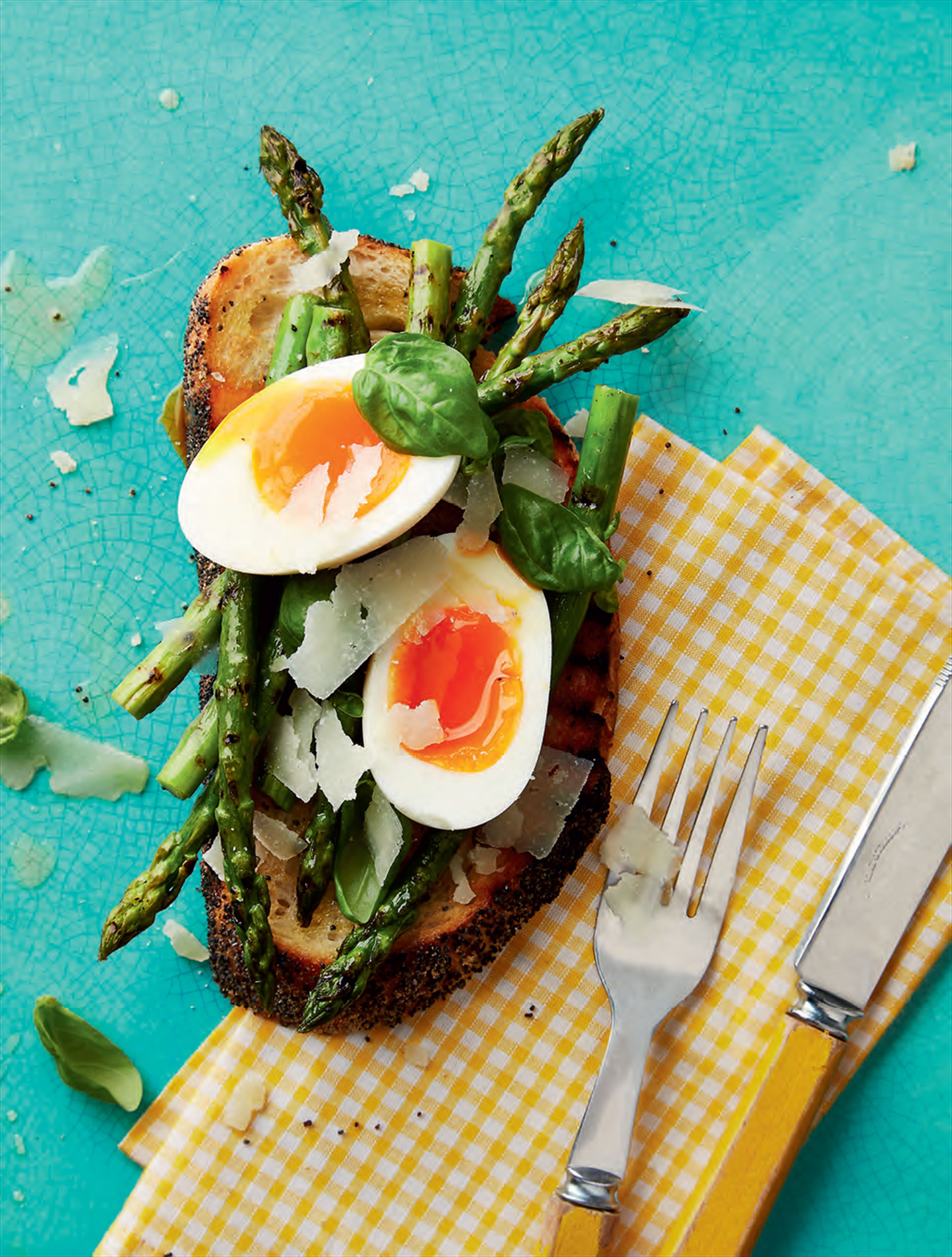 Soft-boiled egg asparagus & pecorino