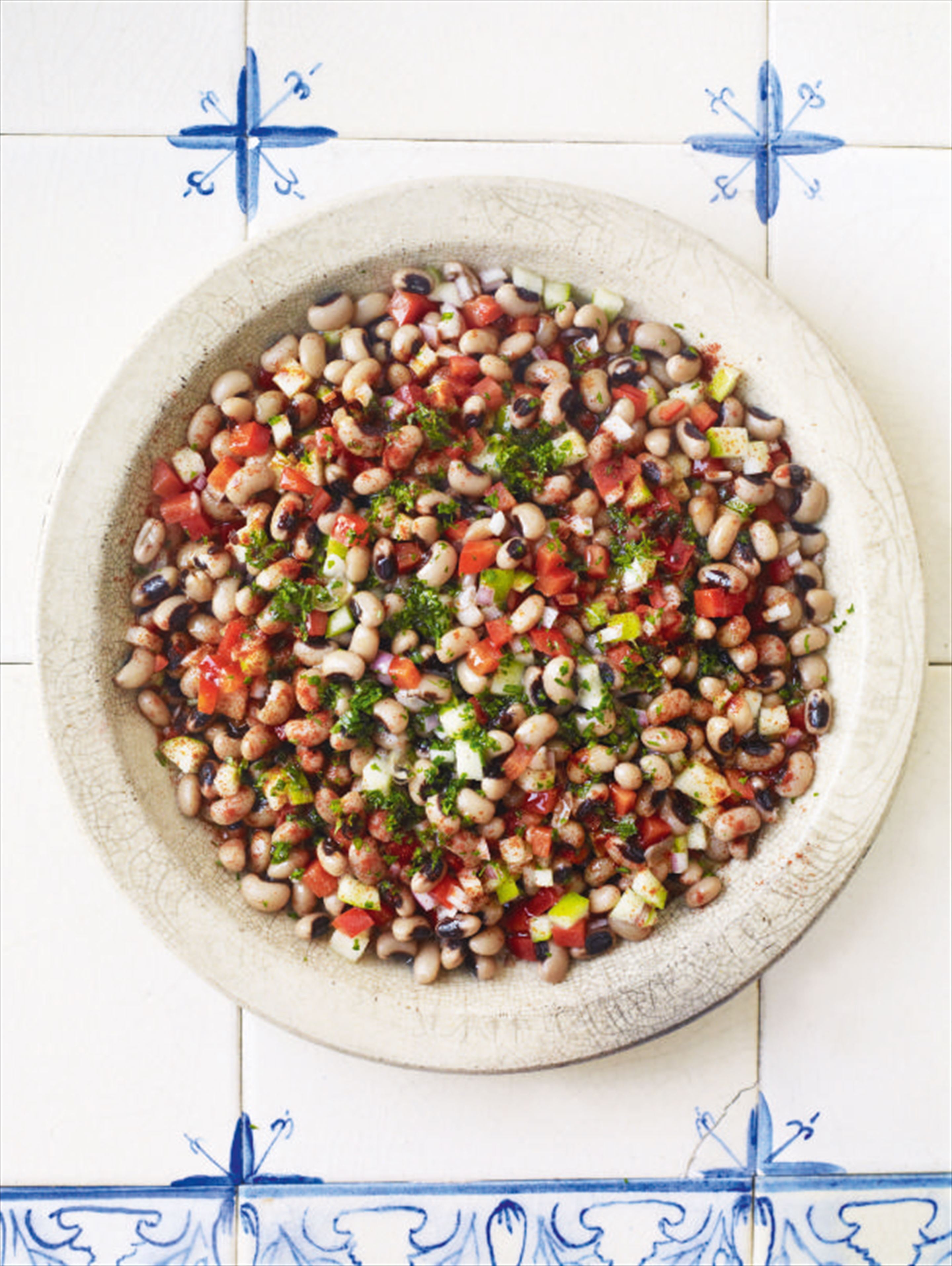 Black-eyed bean, red pepper and apple salad