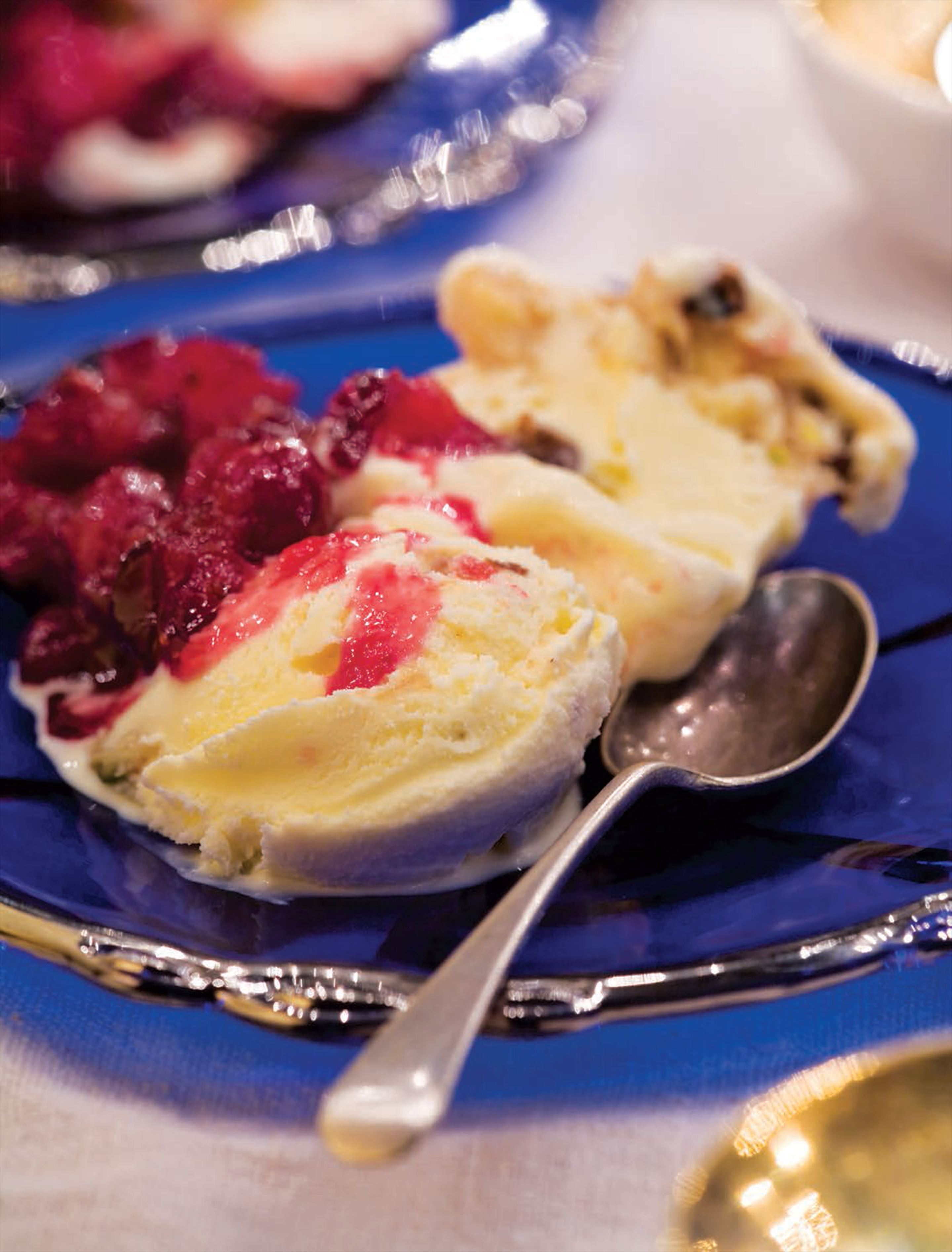 Florentine ice cream with cranberry sauce