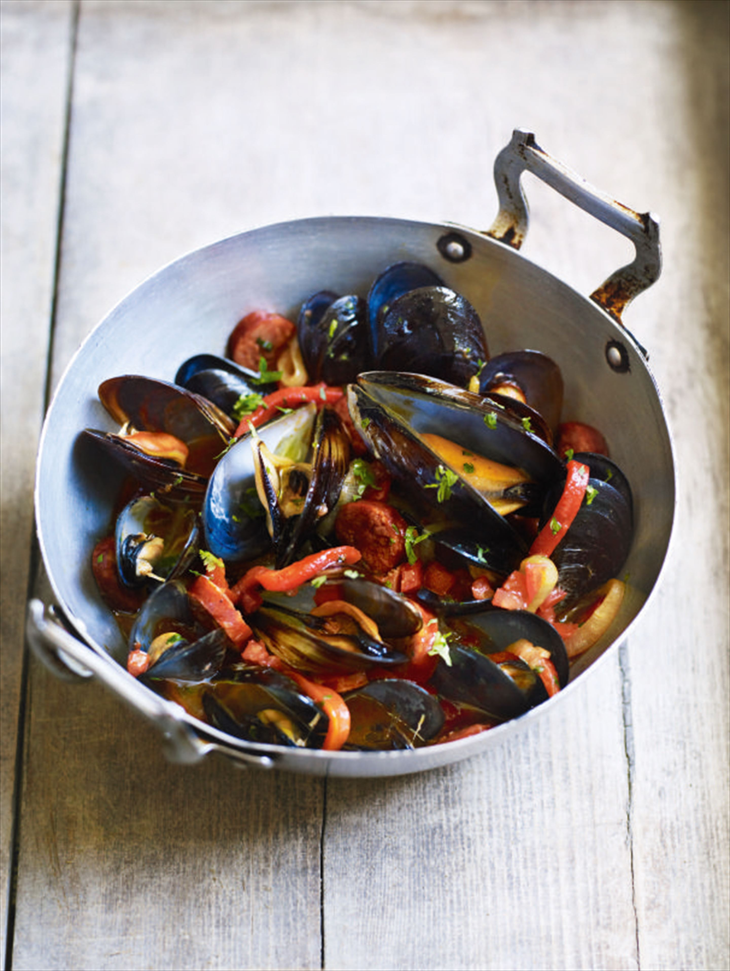 Mussels with chouriço, tomato and peppers