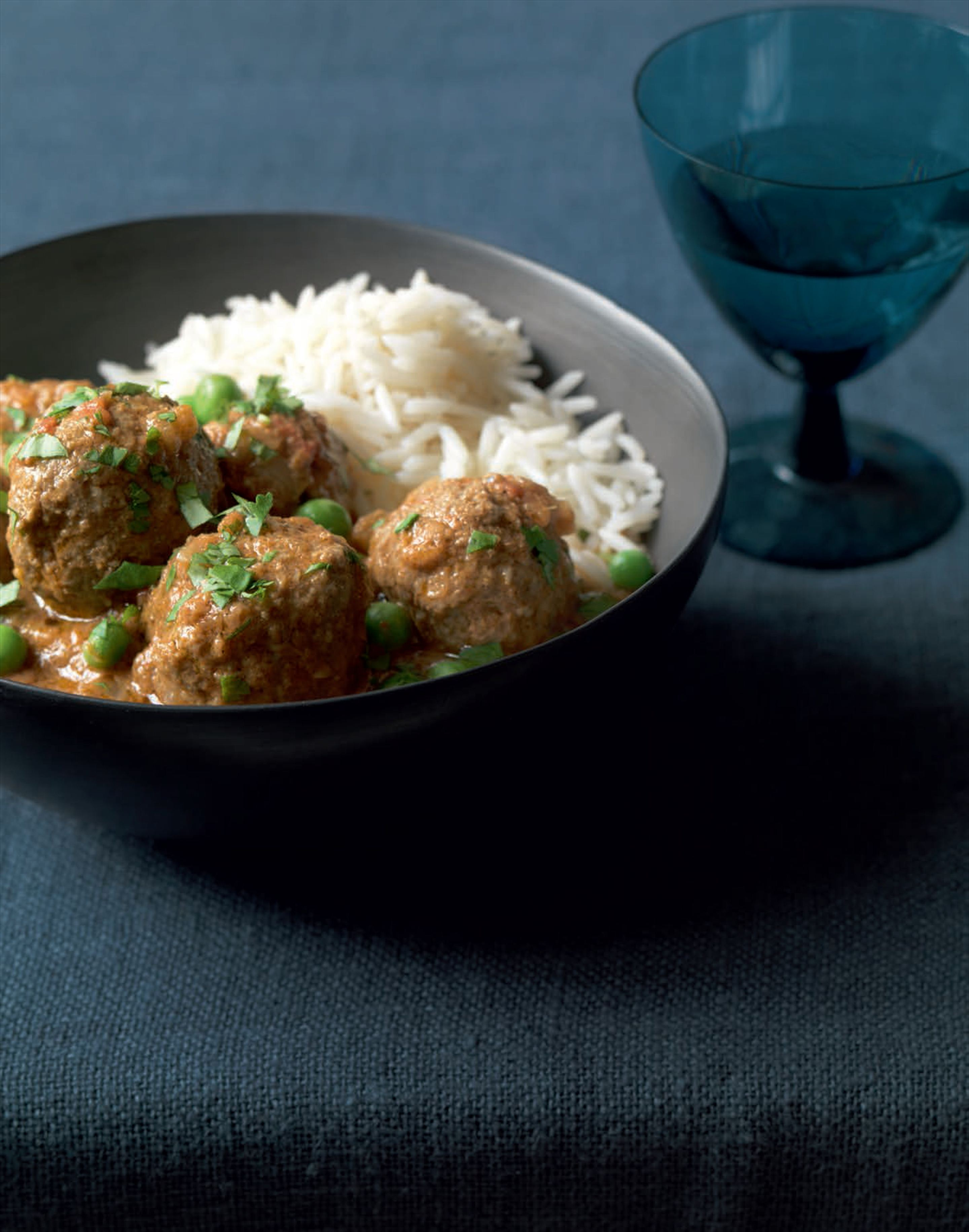 Hearty meatball and pea curry