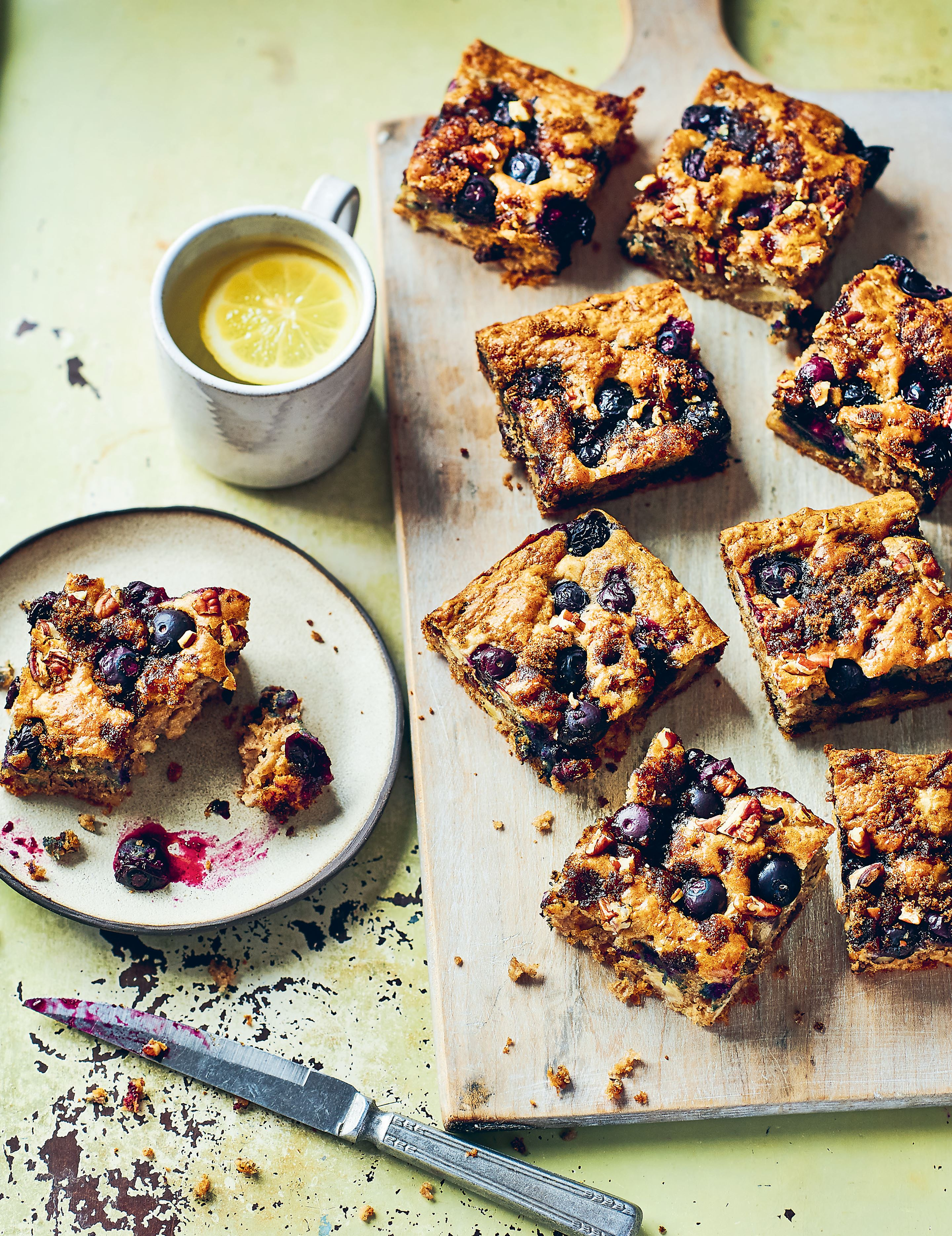 Berry and banana breakfast traybake
