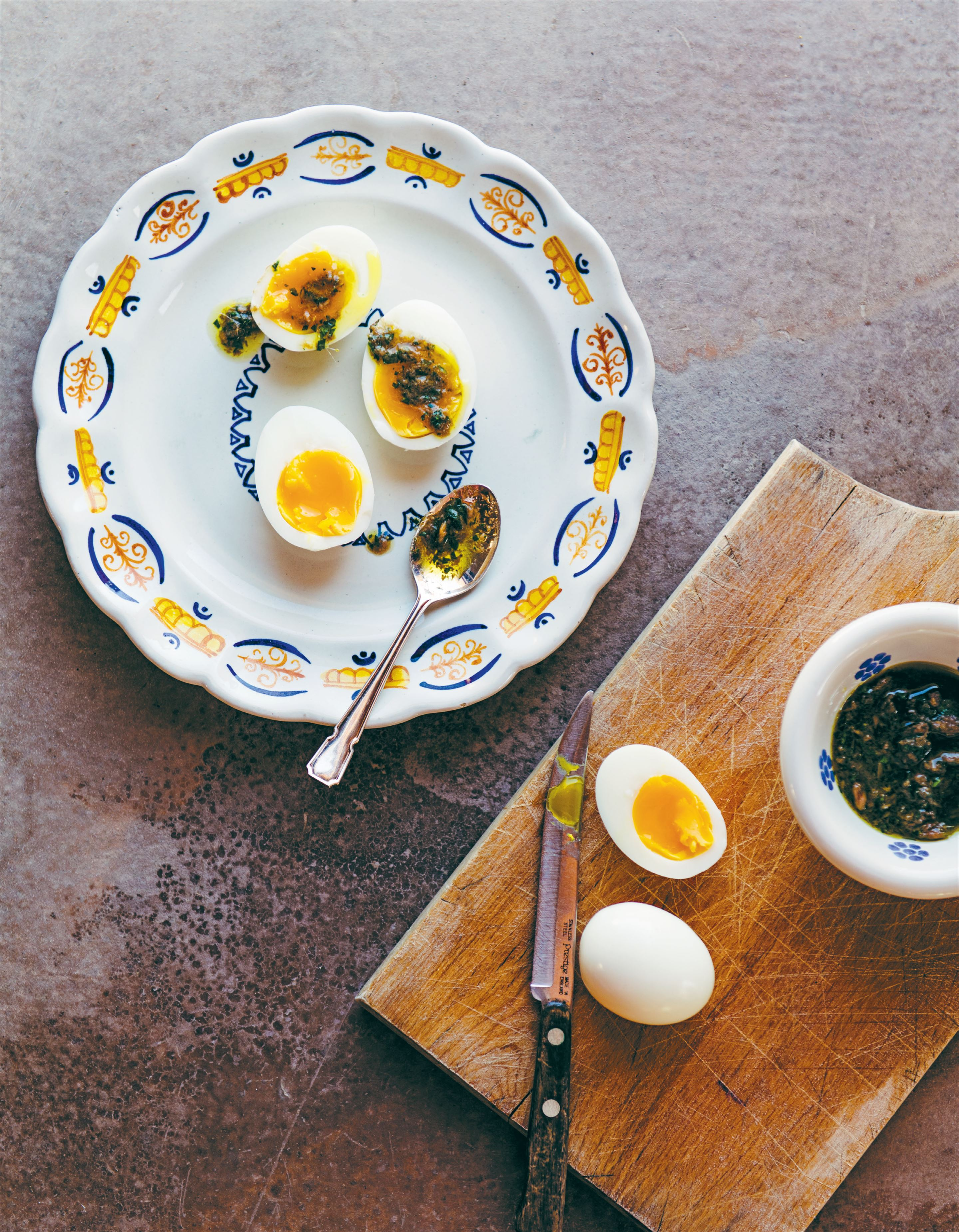 Boiled eggs with anchovy sauce