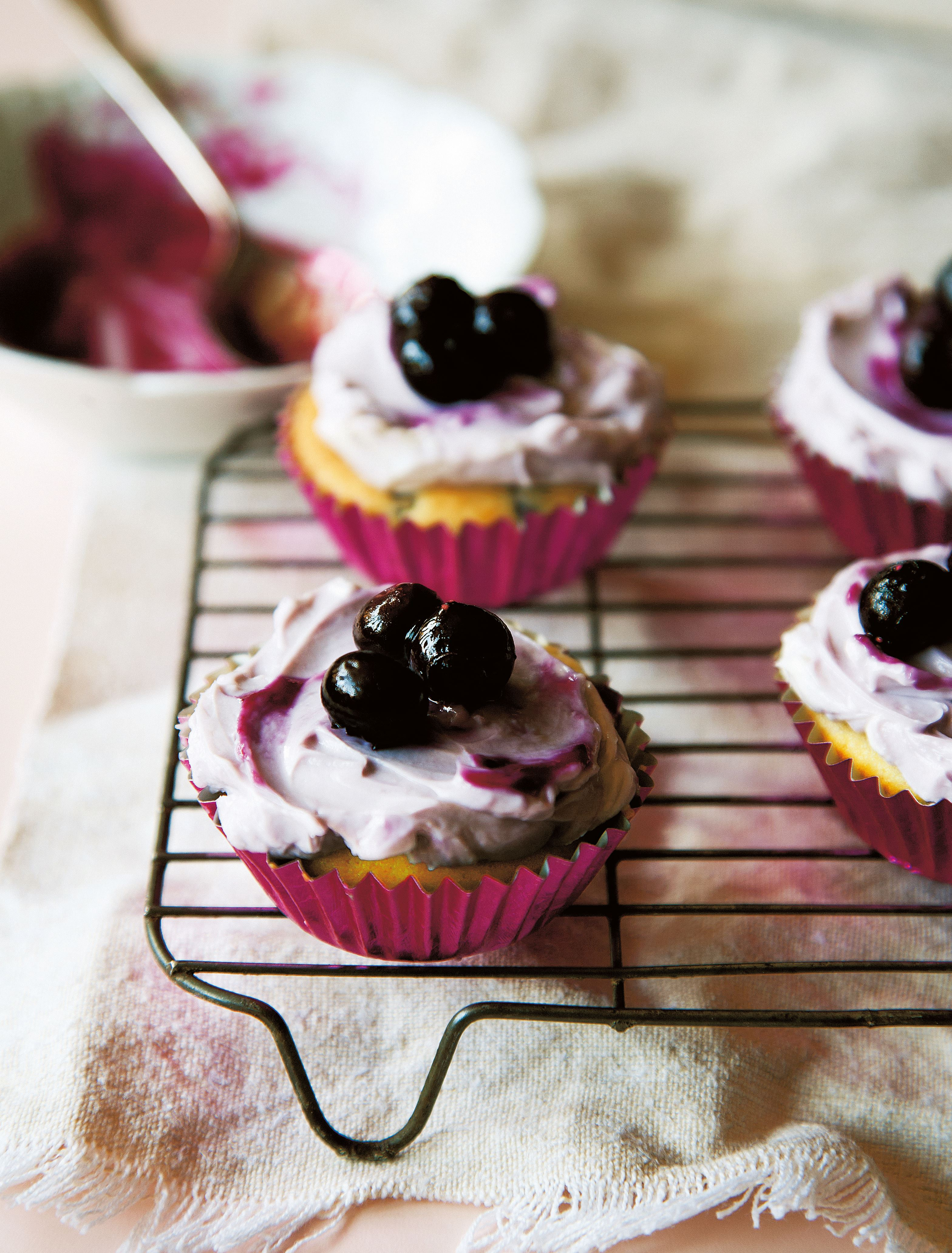 Blueberry yogurt fairy cakes