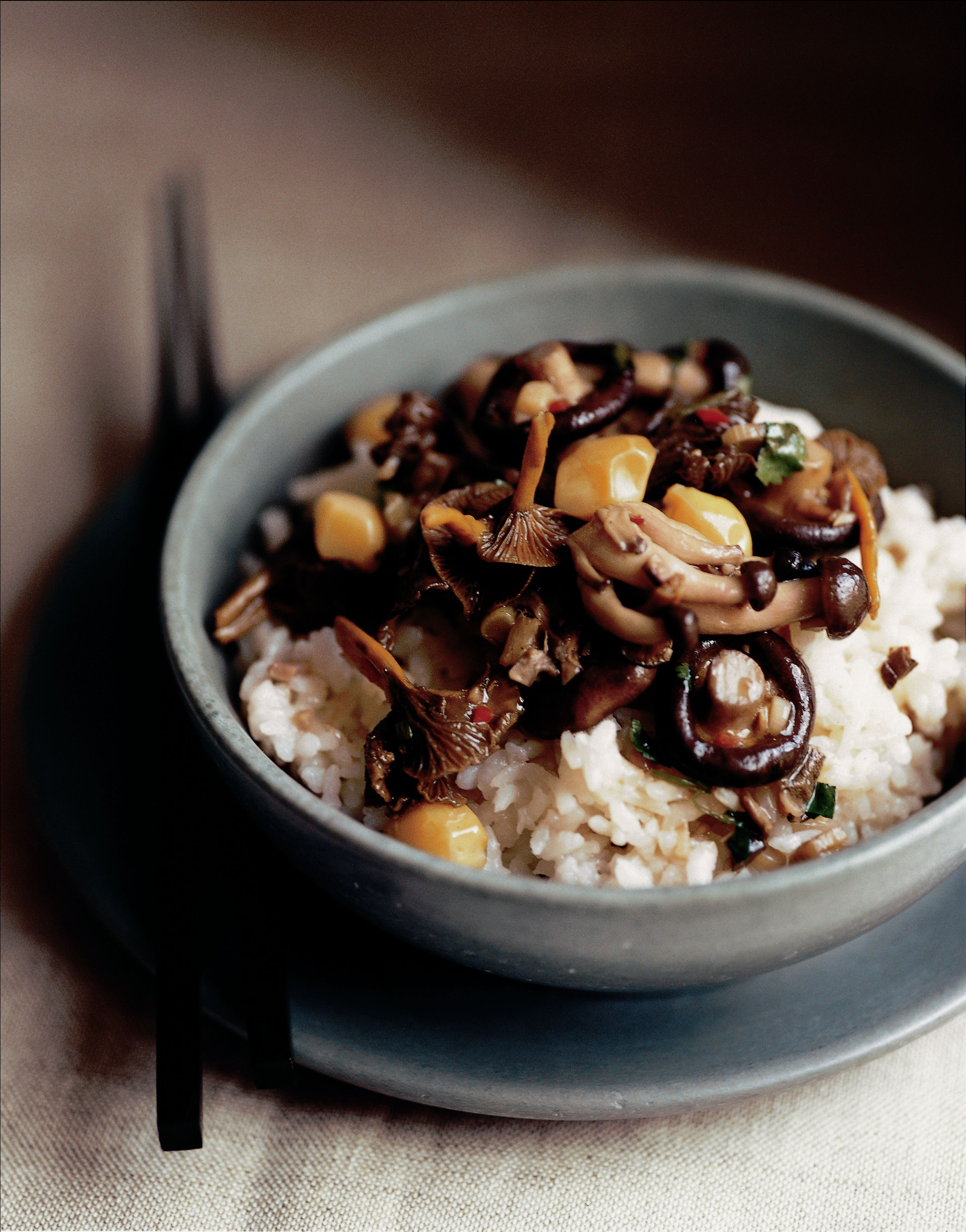 Sticky rice with mushrooms and gingko nuts