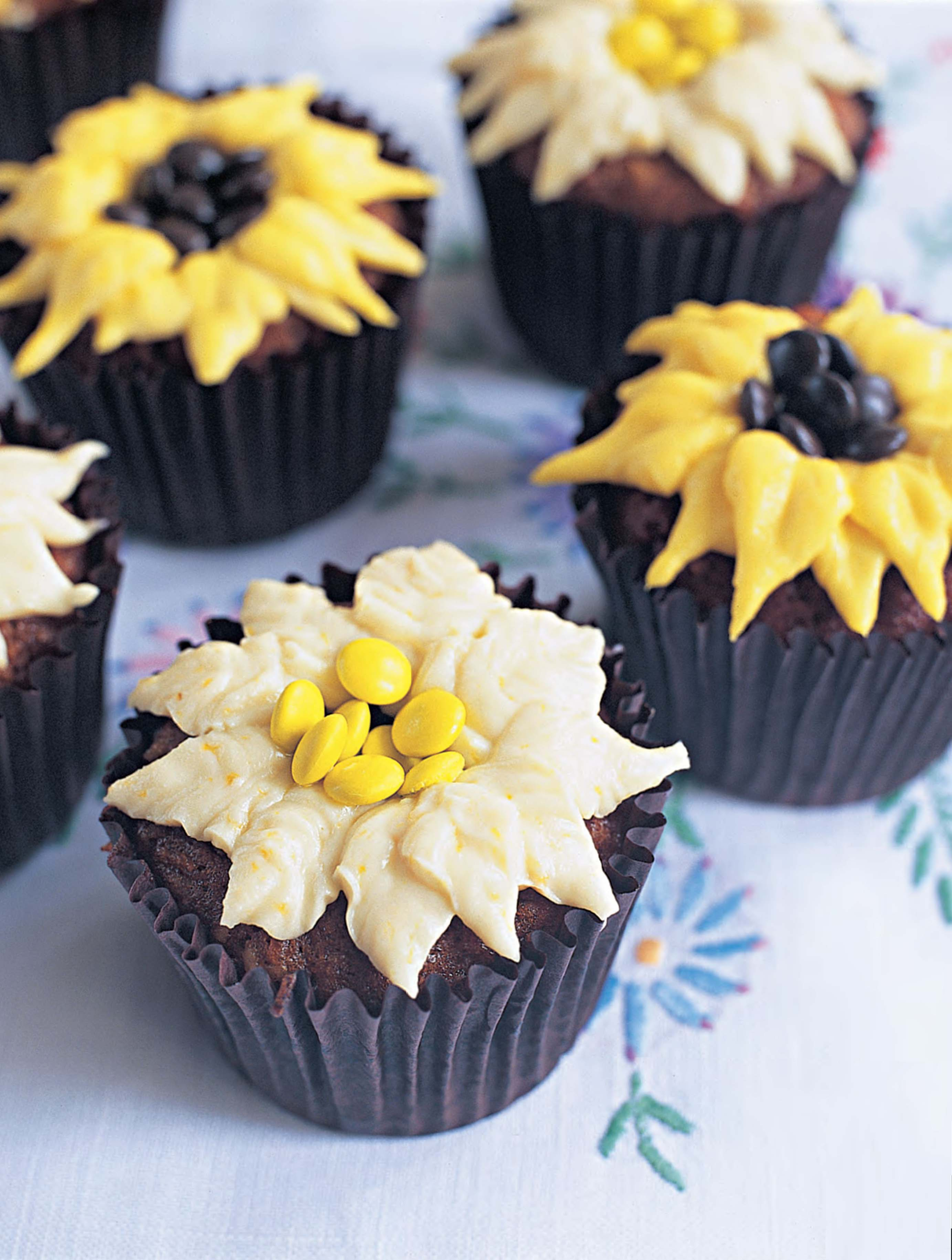 Daisy and sunflower cupcakes