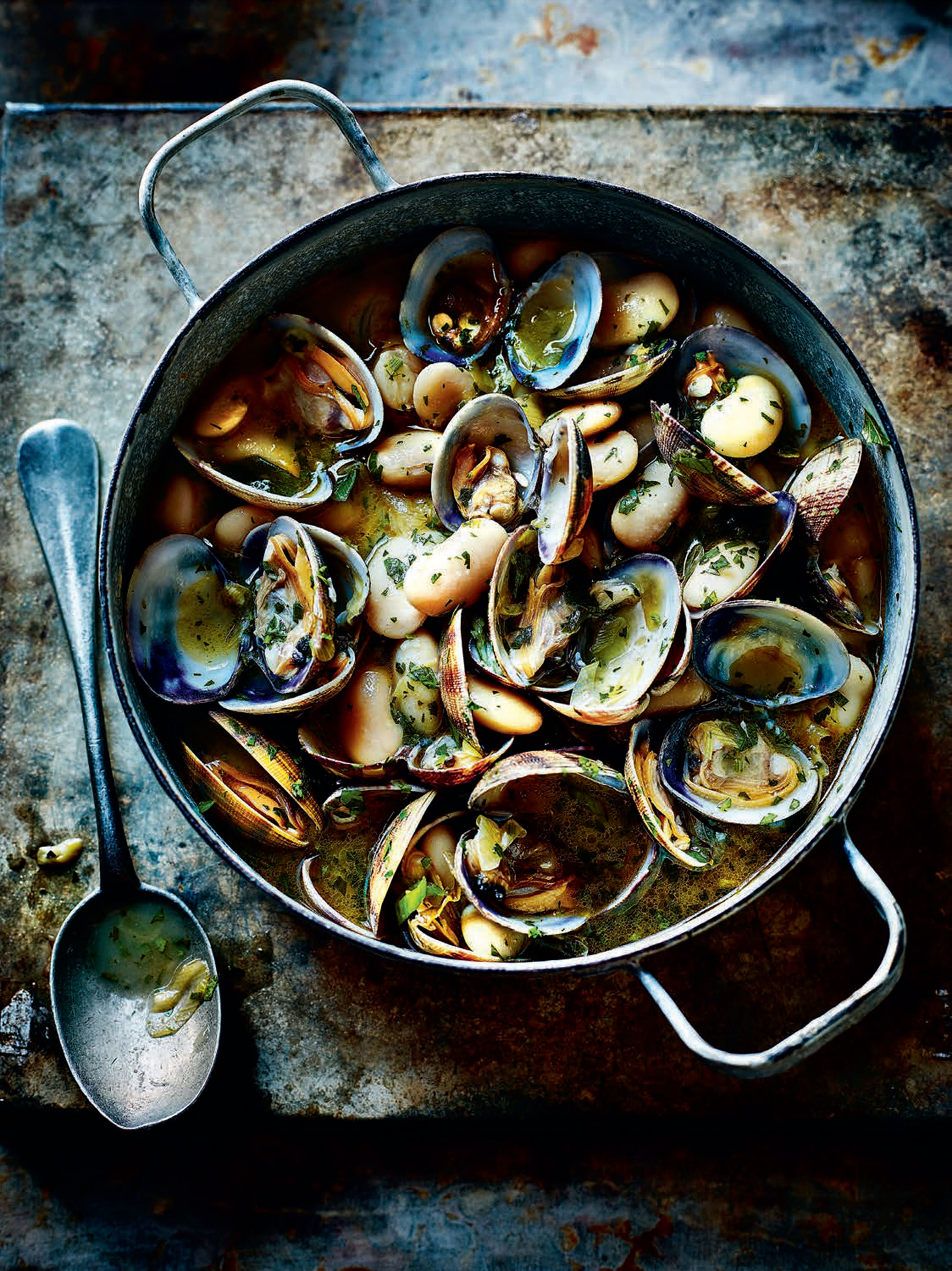 Clam and bean stew