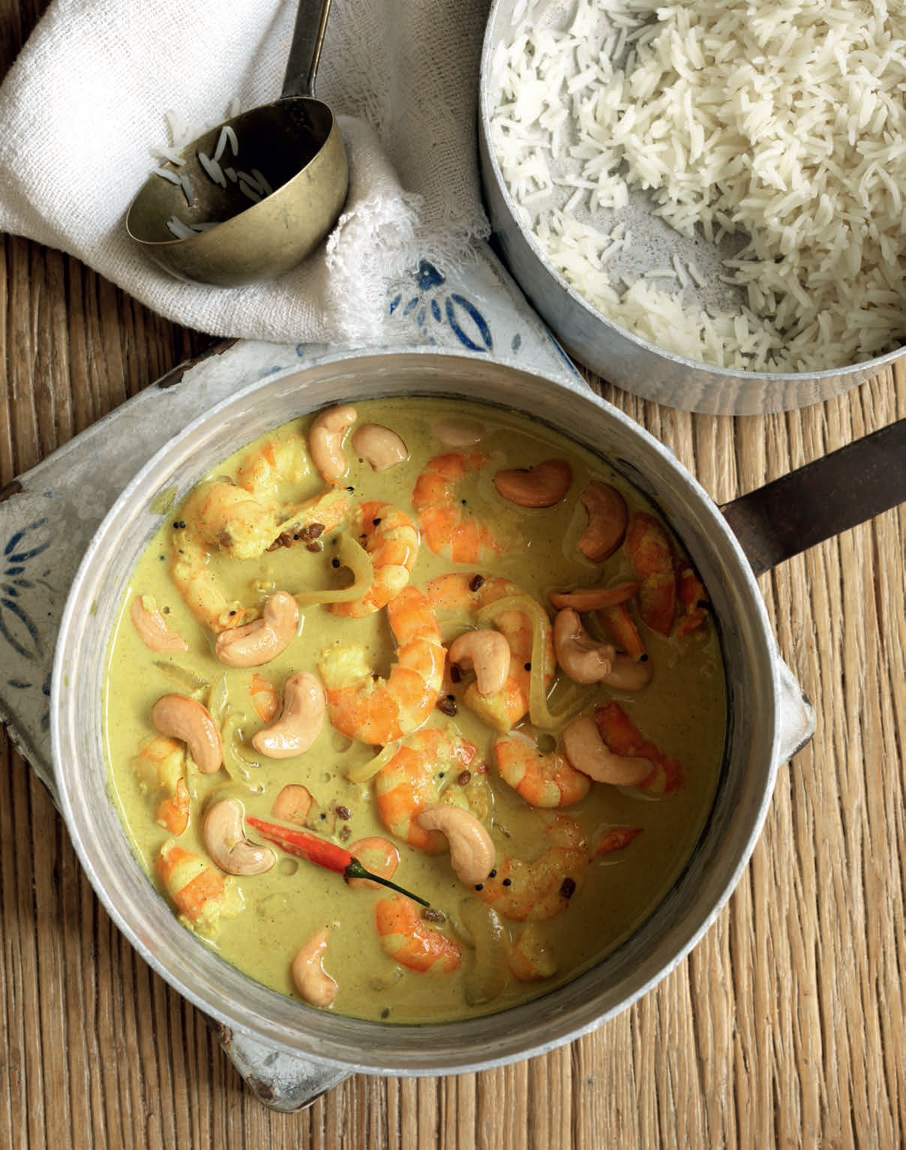 Mild prawn curry with cashew nuts