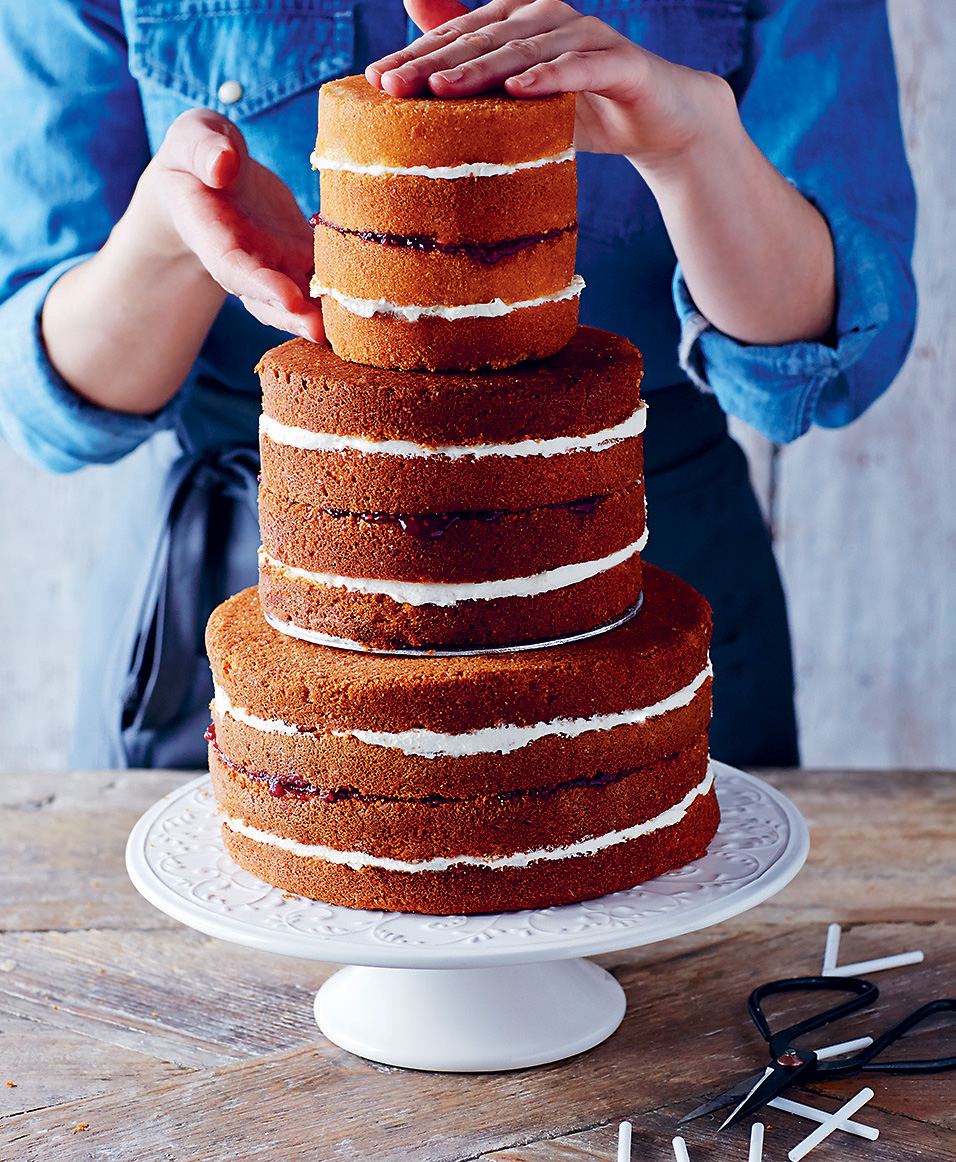 How to assemble tiered cakes