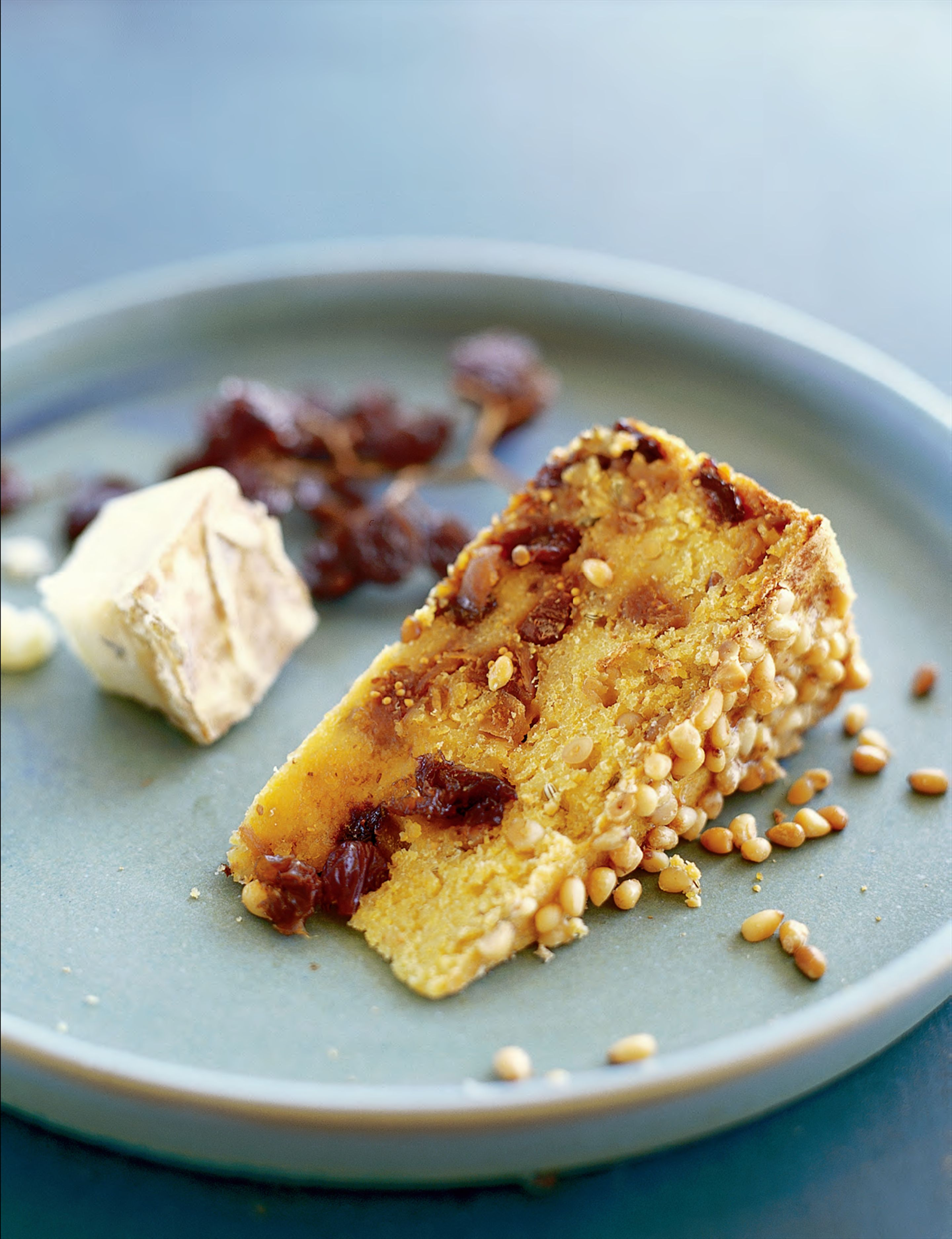 Polenta cake with pine nuts and dried fruit