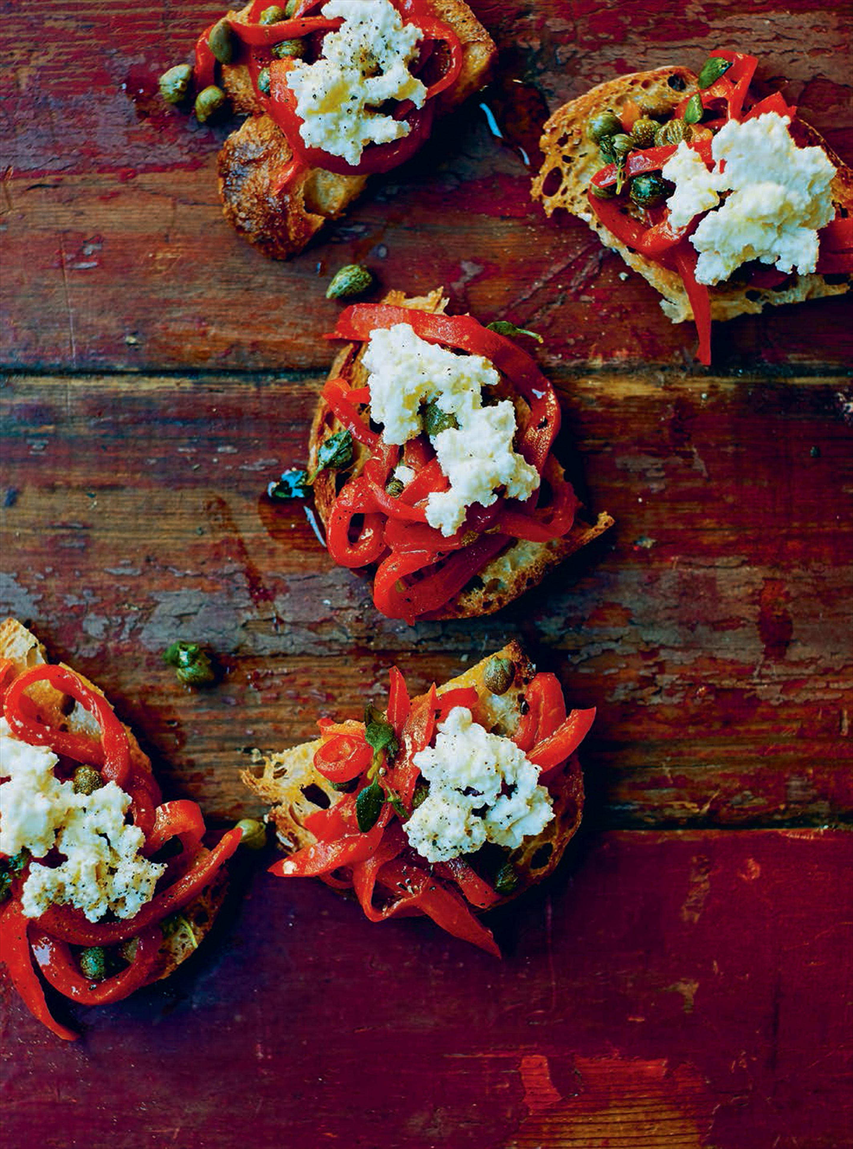 Toasts with requesón, red peppers & thyme