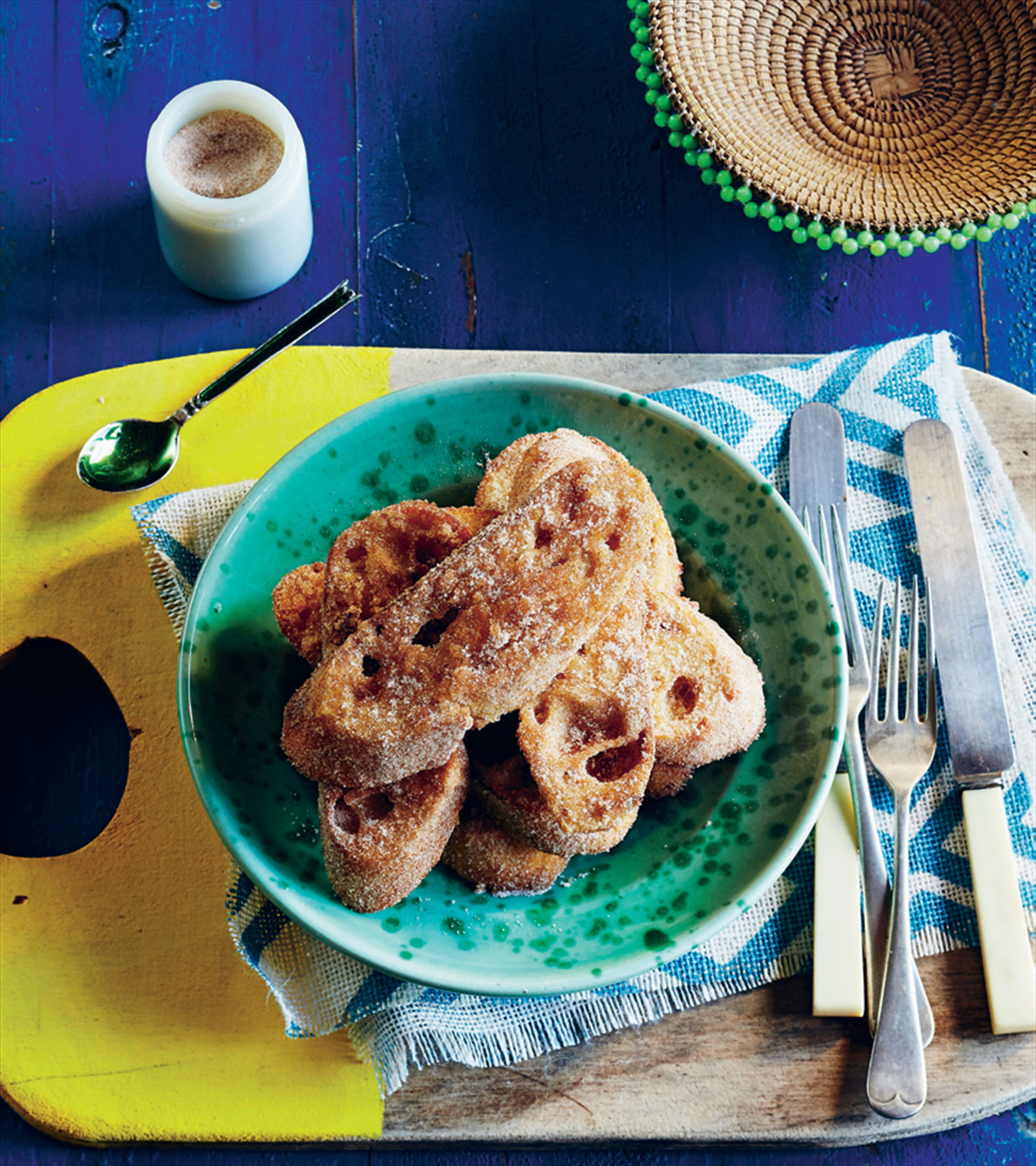 Deep-fried bread with sugar and cinnamon