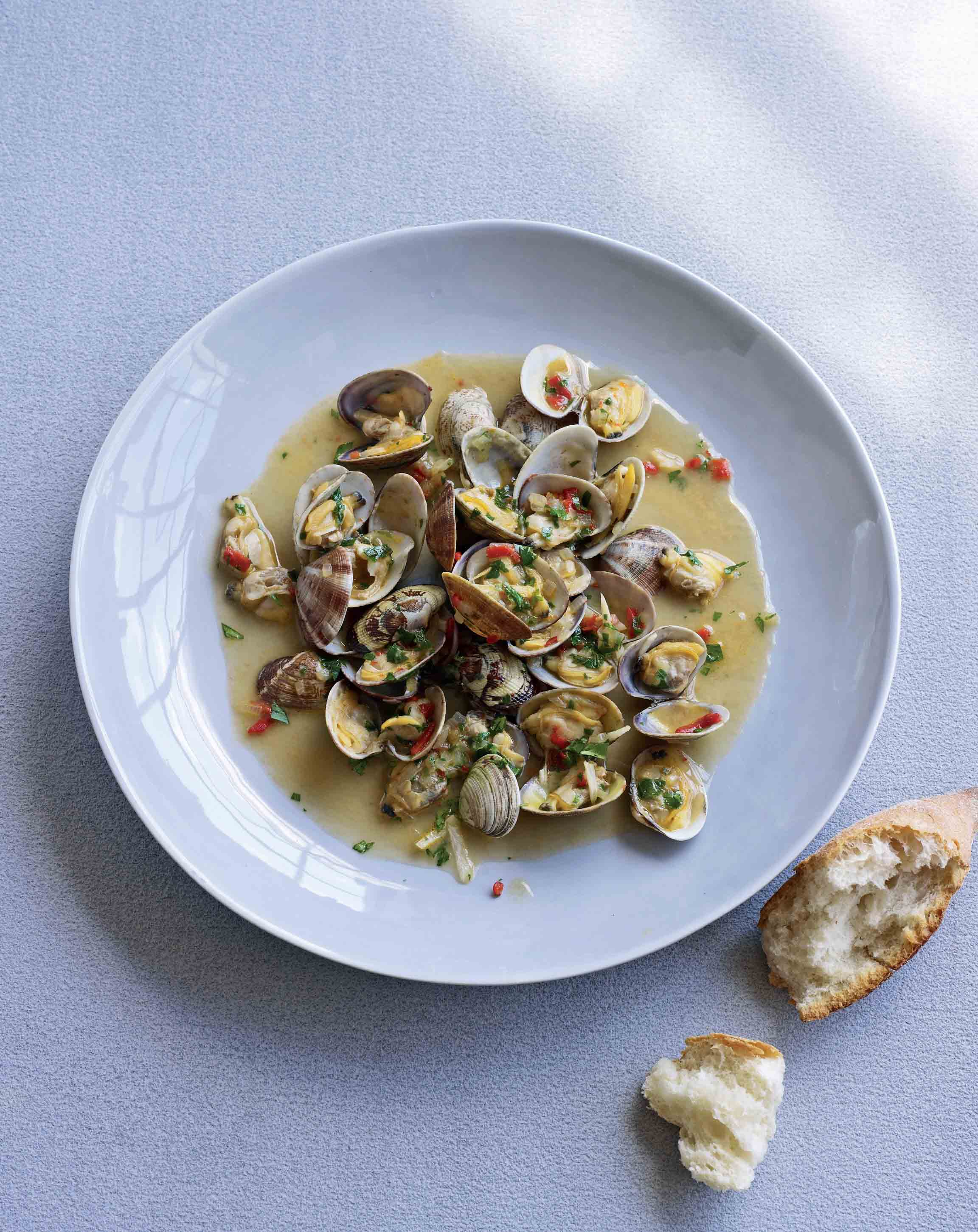 Clams with beer and sweet paprika
