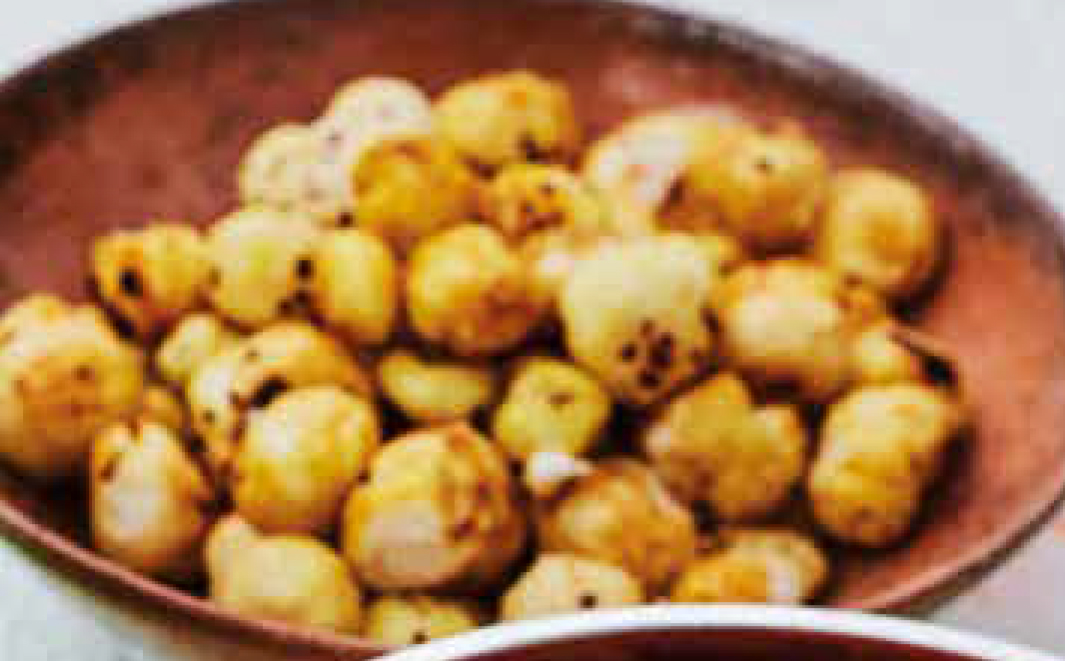 Puffed lotus seeds
