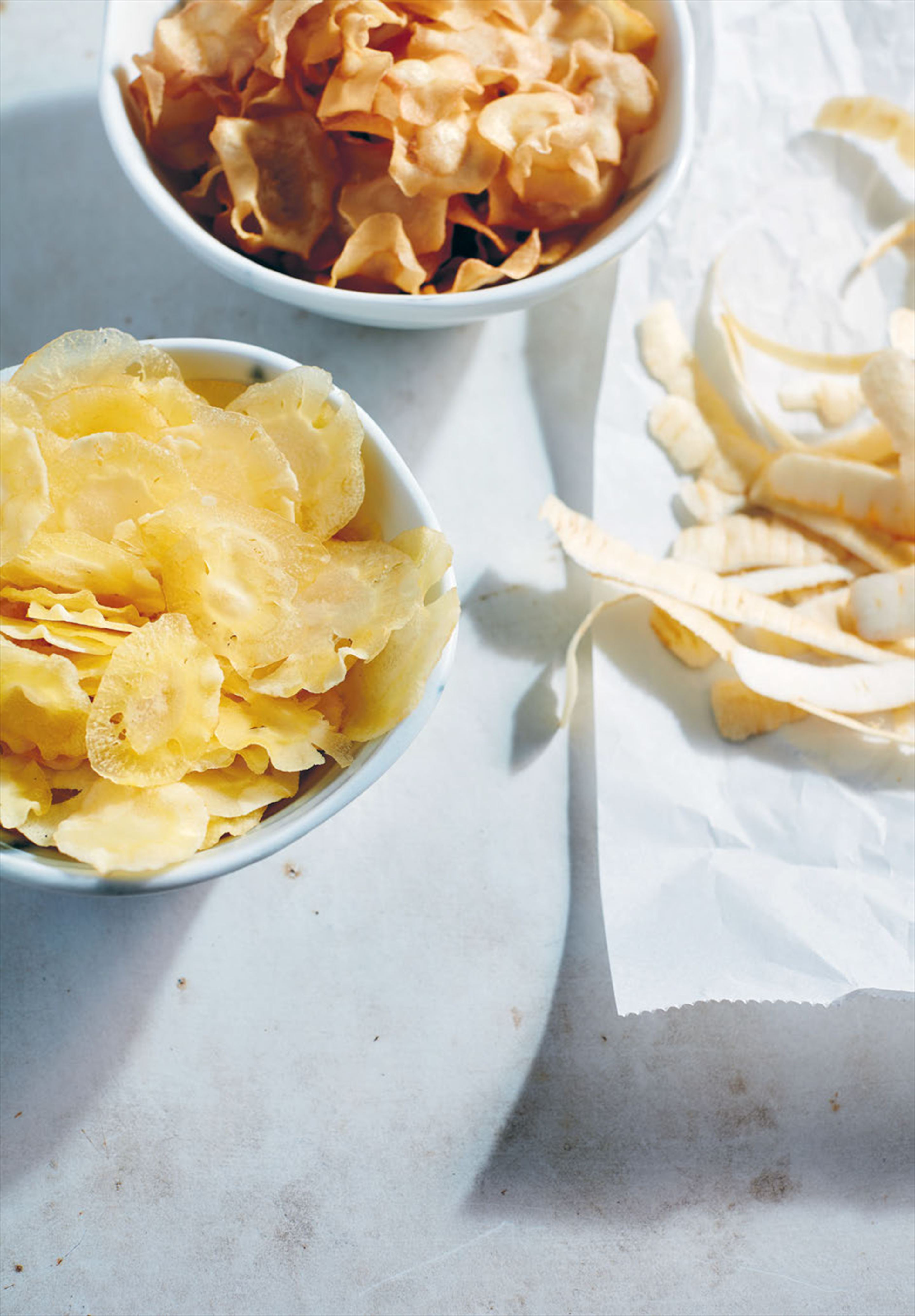 Sweet and savoury parsnip chips
