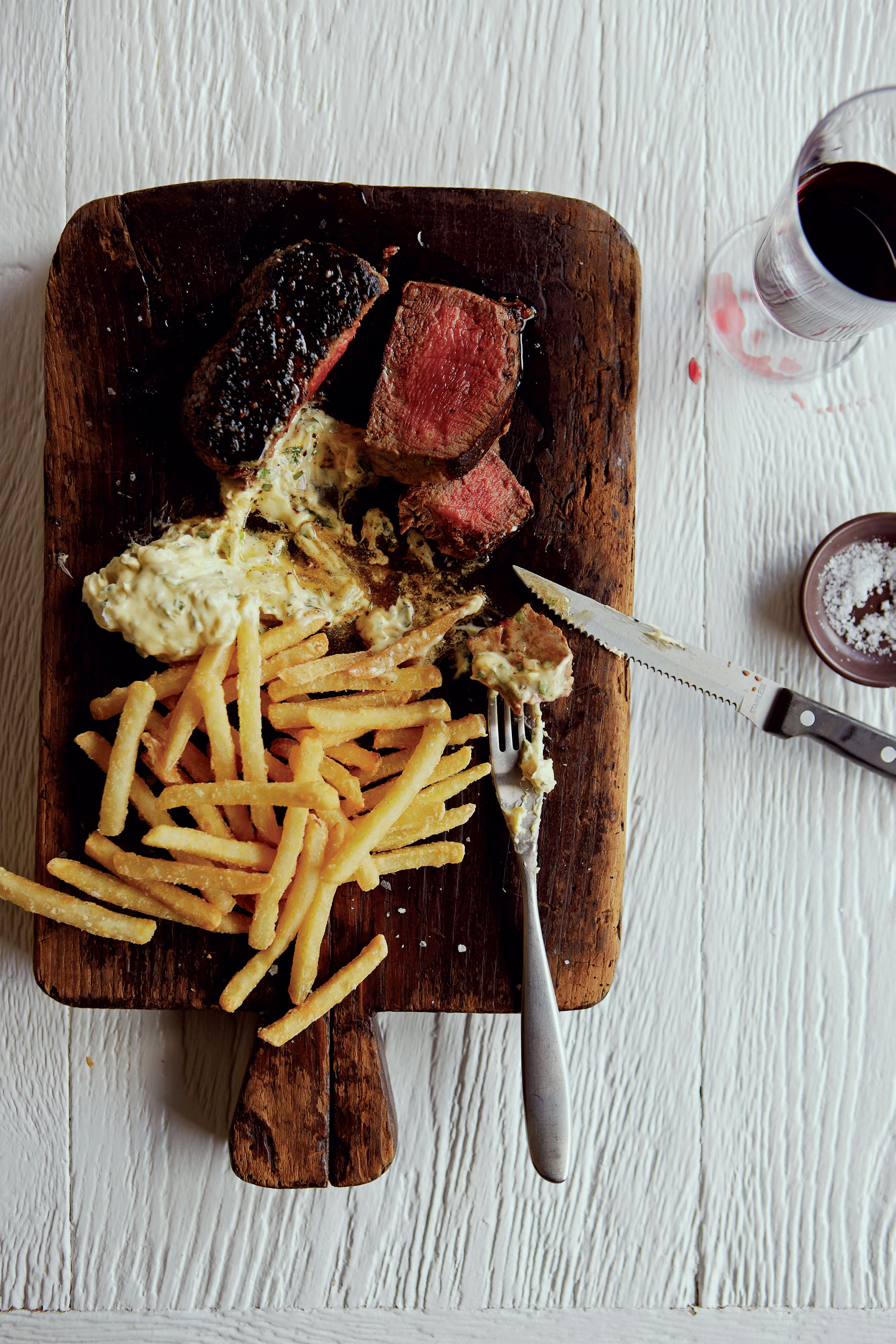 Spoil-yourself yorkshire wagyu fillet steak with fries and béarnaise sauce