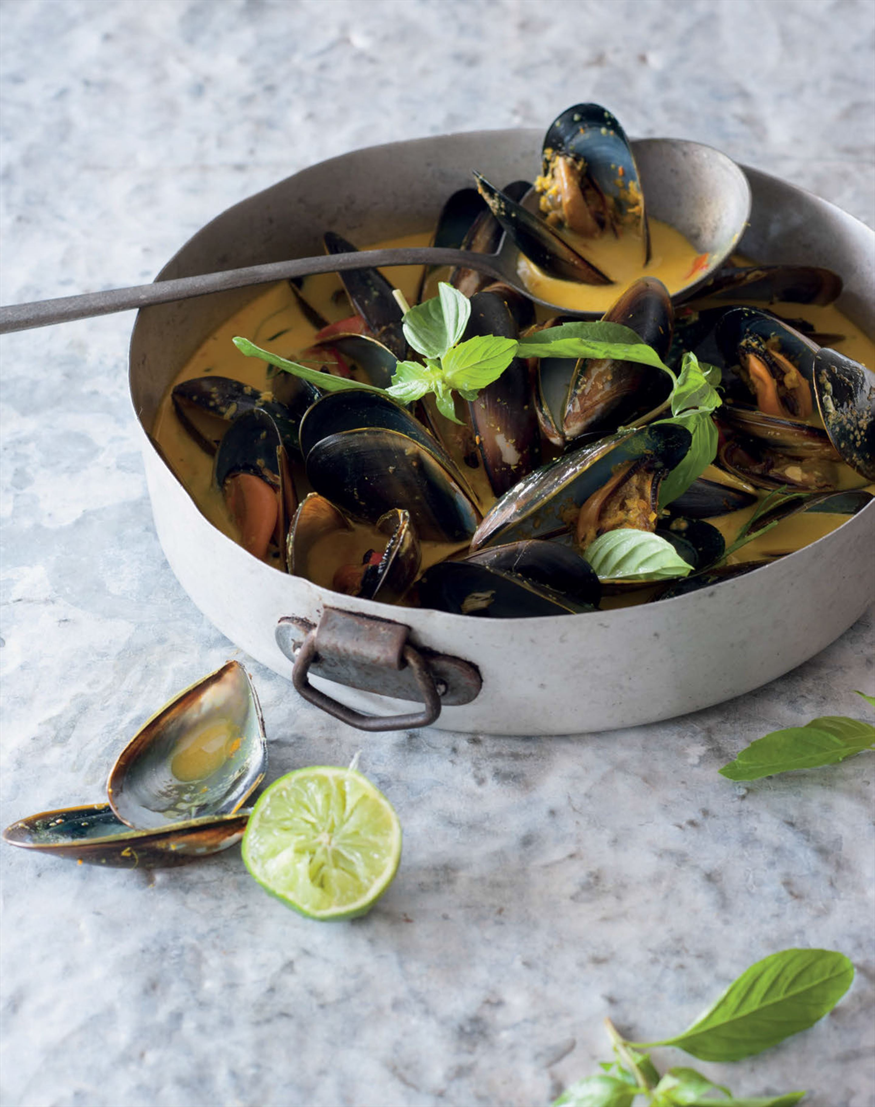 Yellow curry with mussels