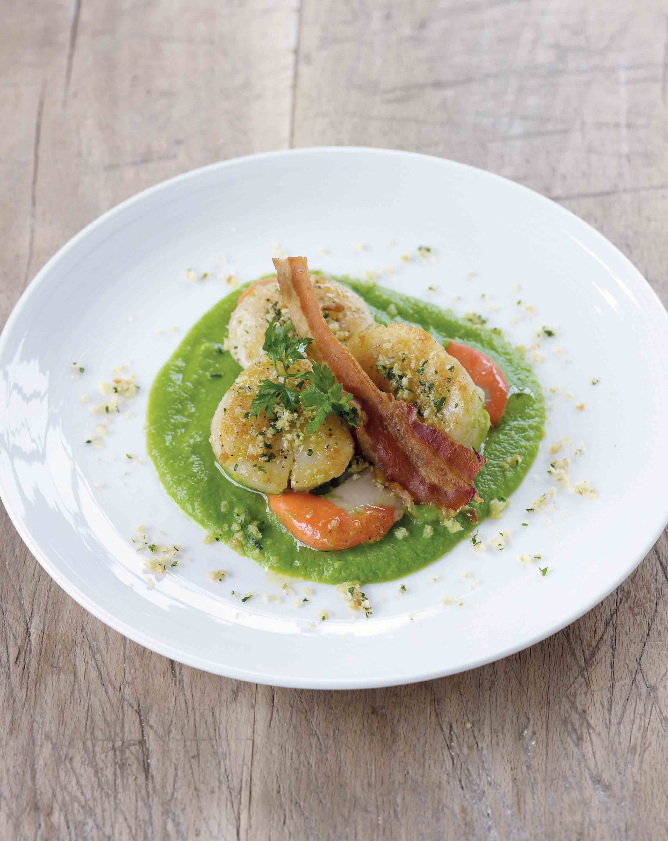 Pan-fried scallops with pea purée, pancetta and almond gremolata