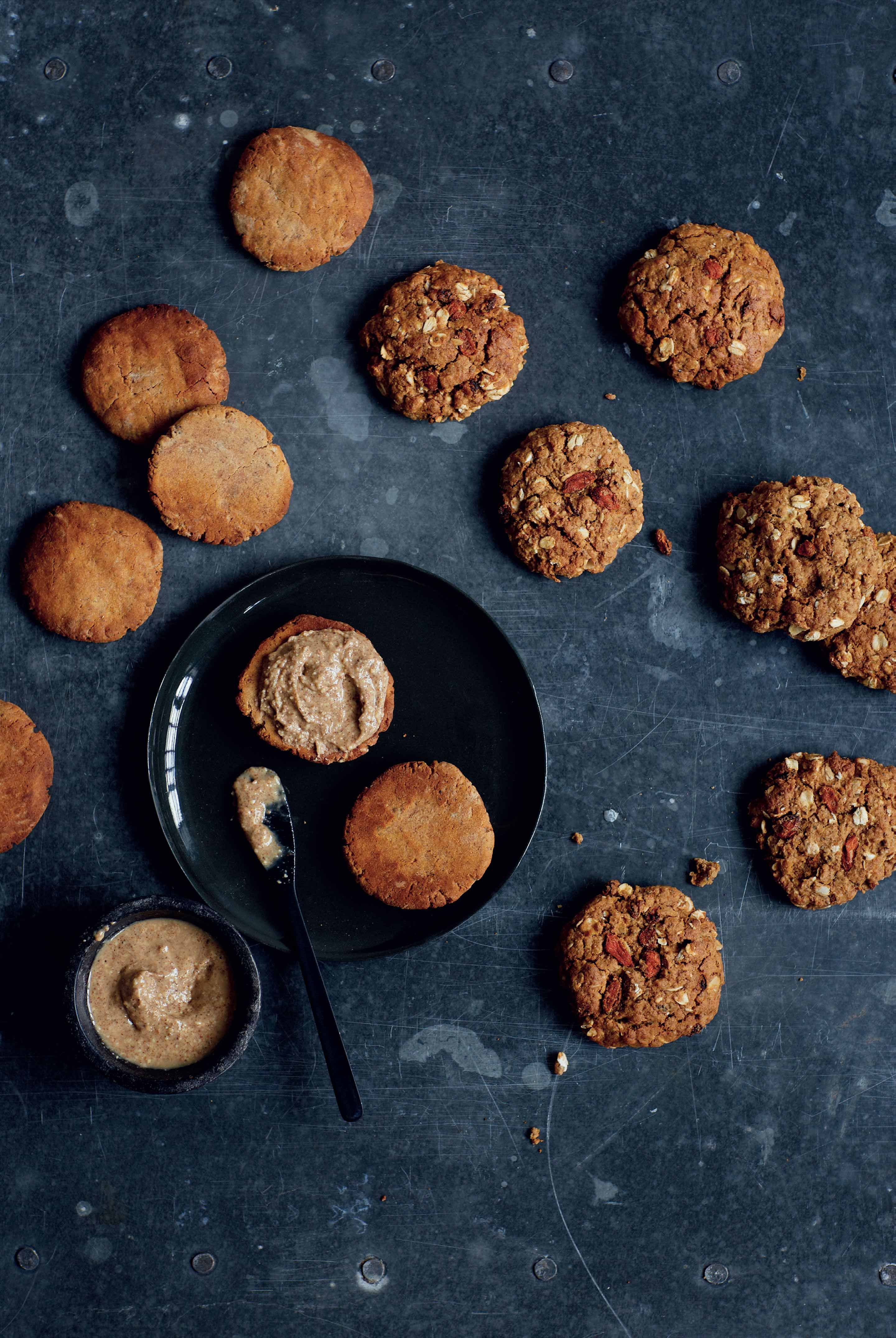 Crunchy almond butter cookies