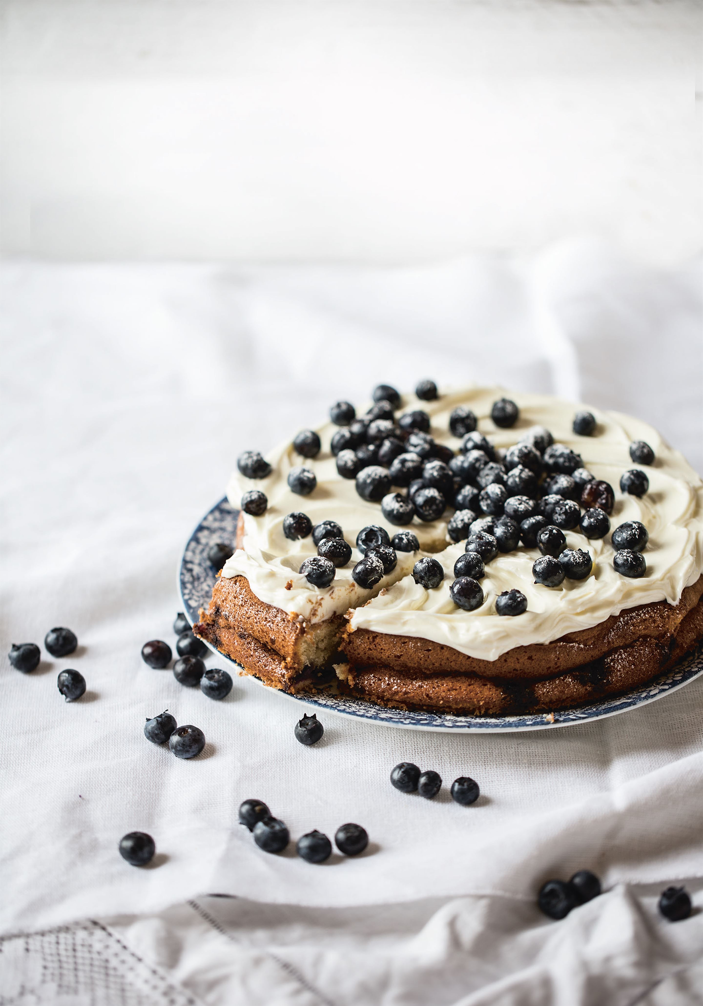 Lemon and blueberry cake