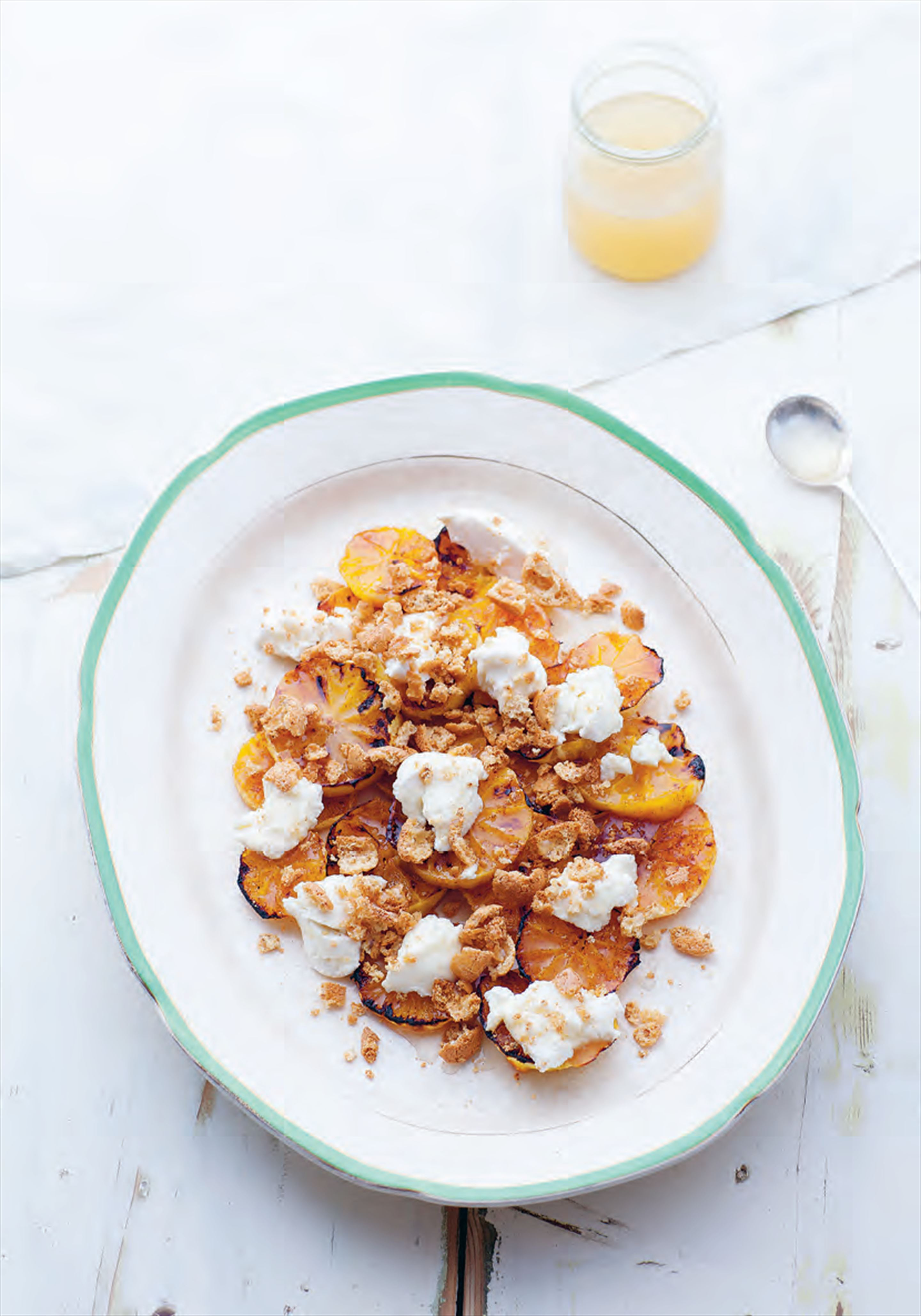 Oranges grilled with honey and cinnamon with ricotta and amaretti