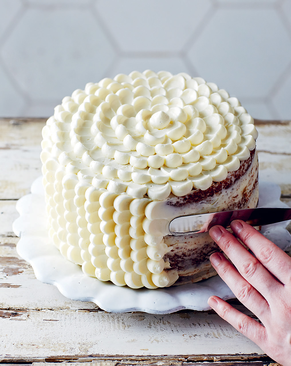 How to pipe a scalloped buttercream cake
