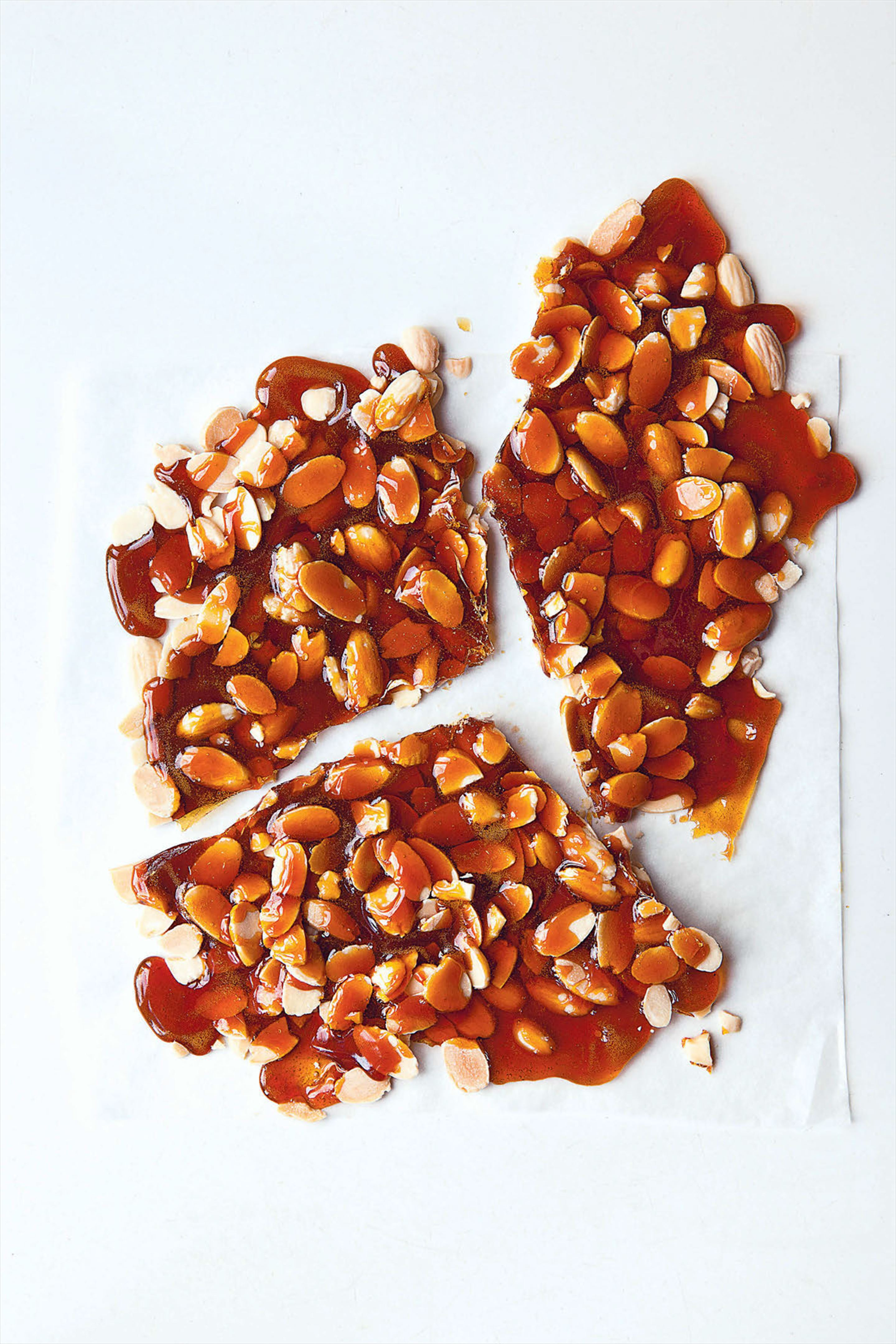 Flaked almond brittle or praline