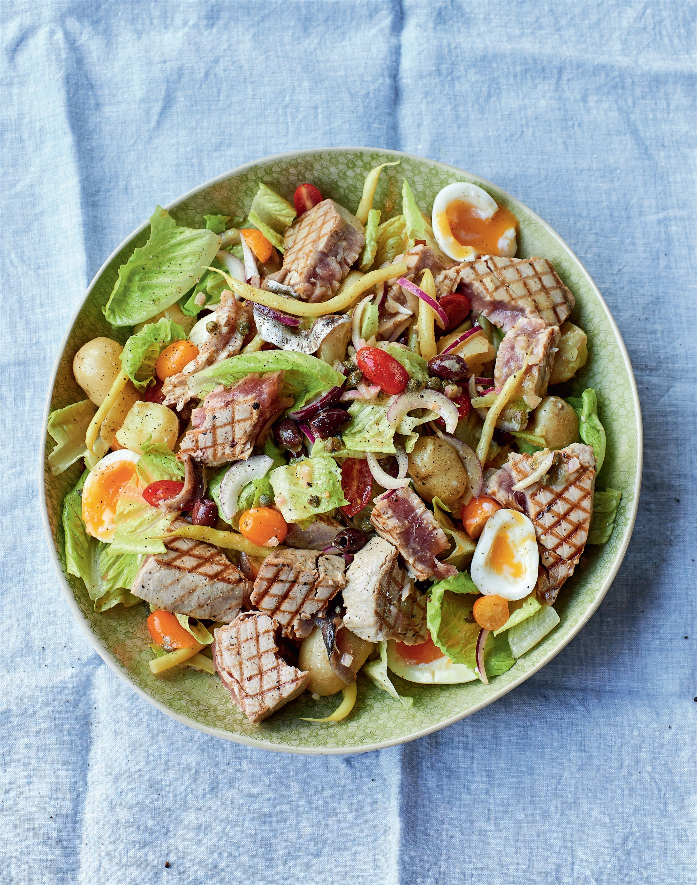 Salade niçoise with griddled tuna