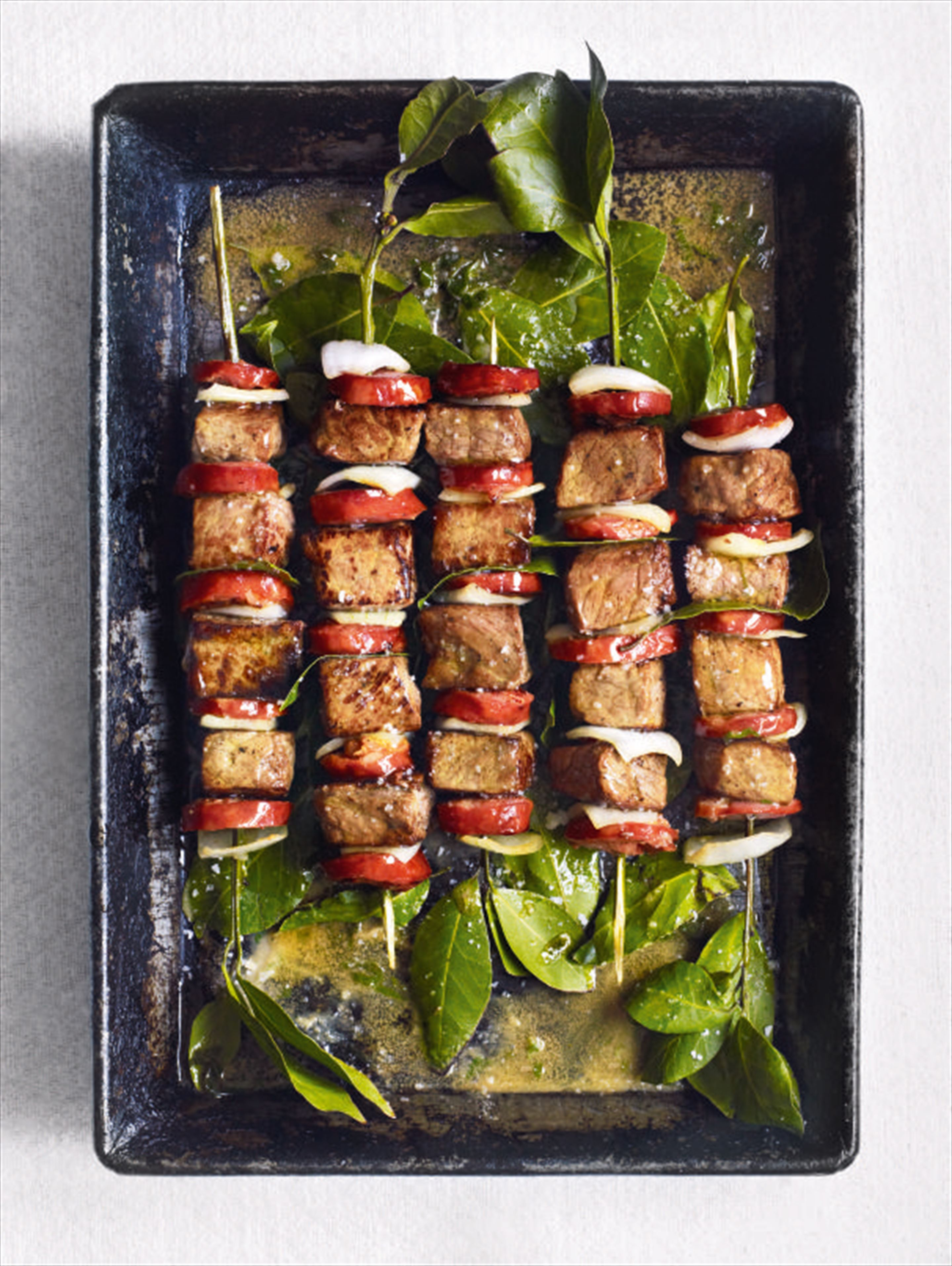 Beef skewers with chouriço and bay leaves