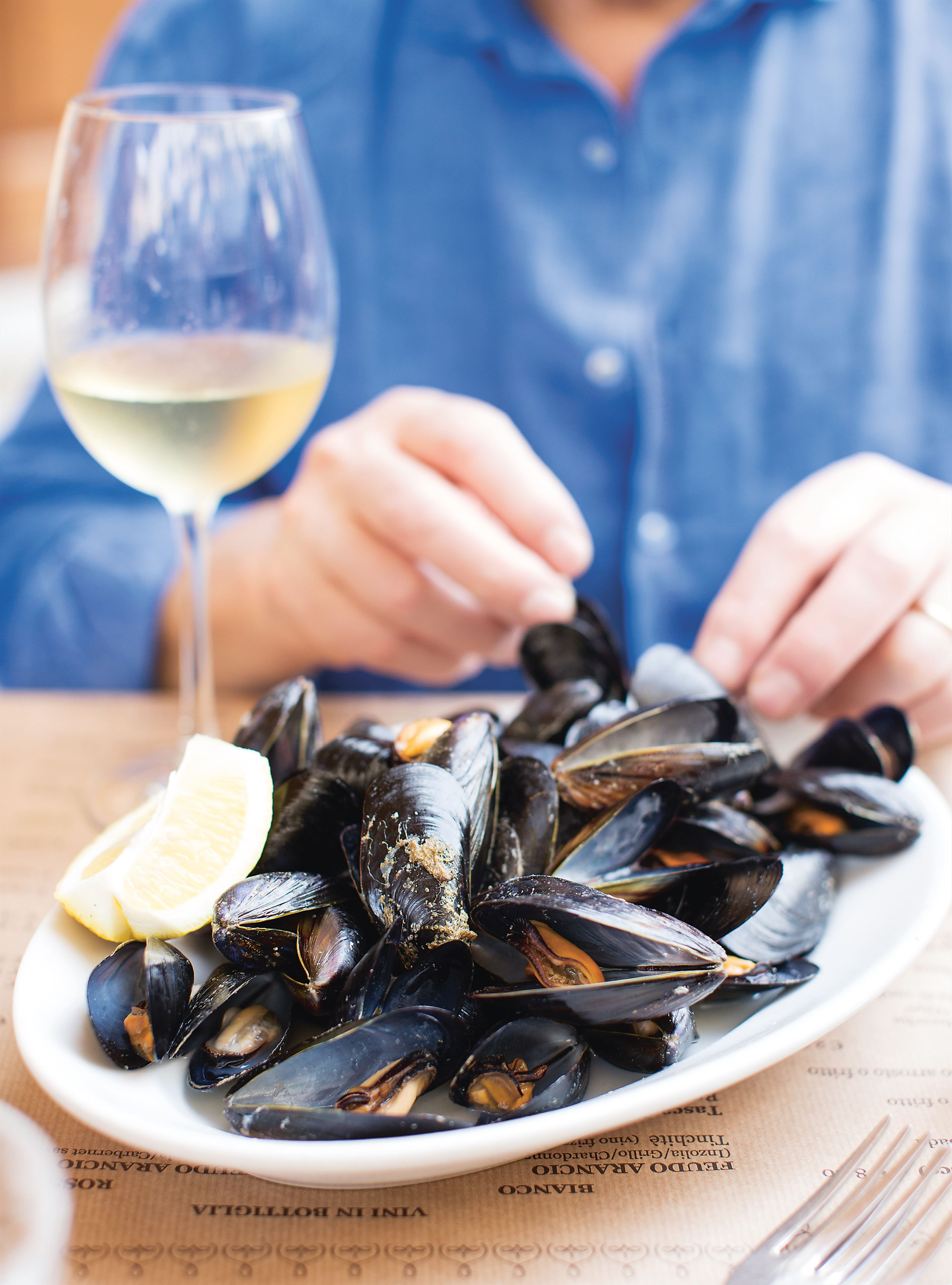 Sautéed mussels in garlic & white wine