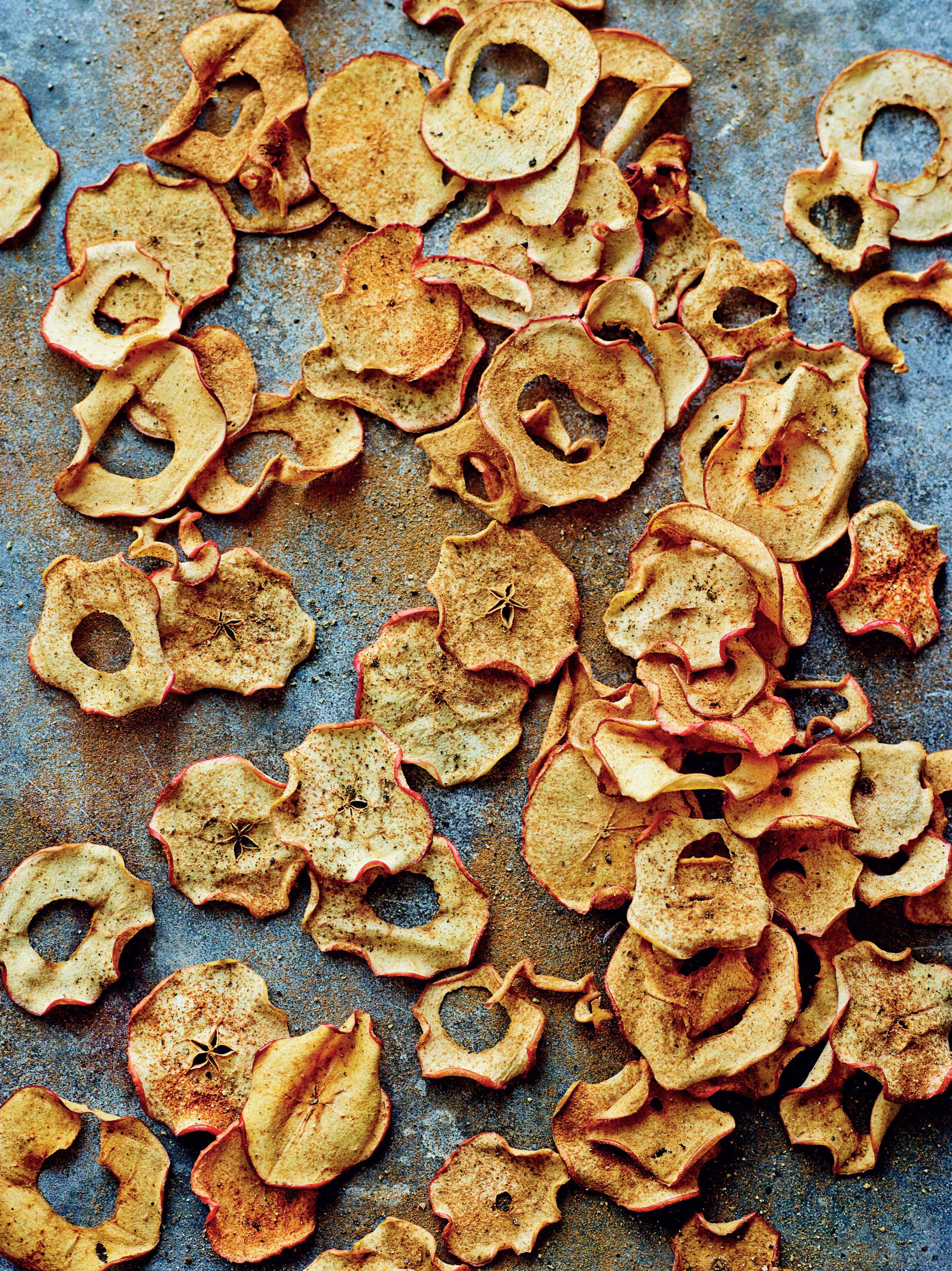 Cinnamon and black pepper apple crisps