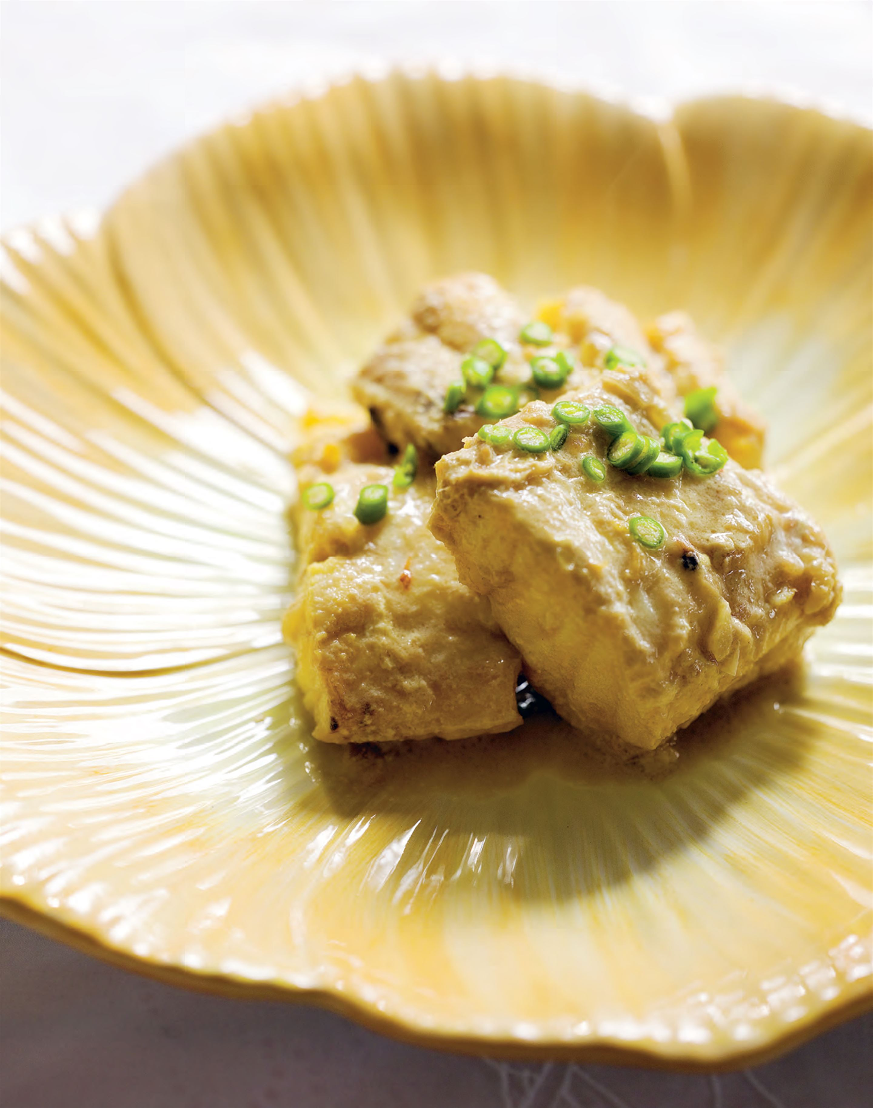 Fish in aromatic coconut sauce