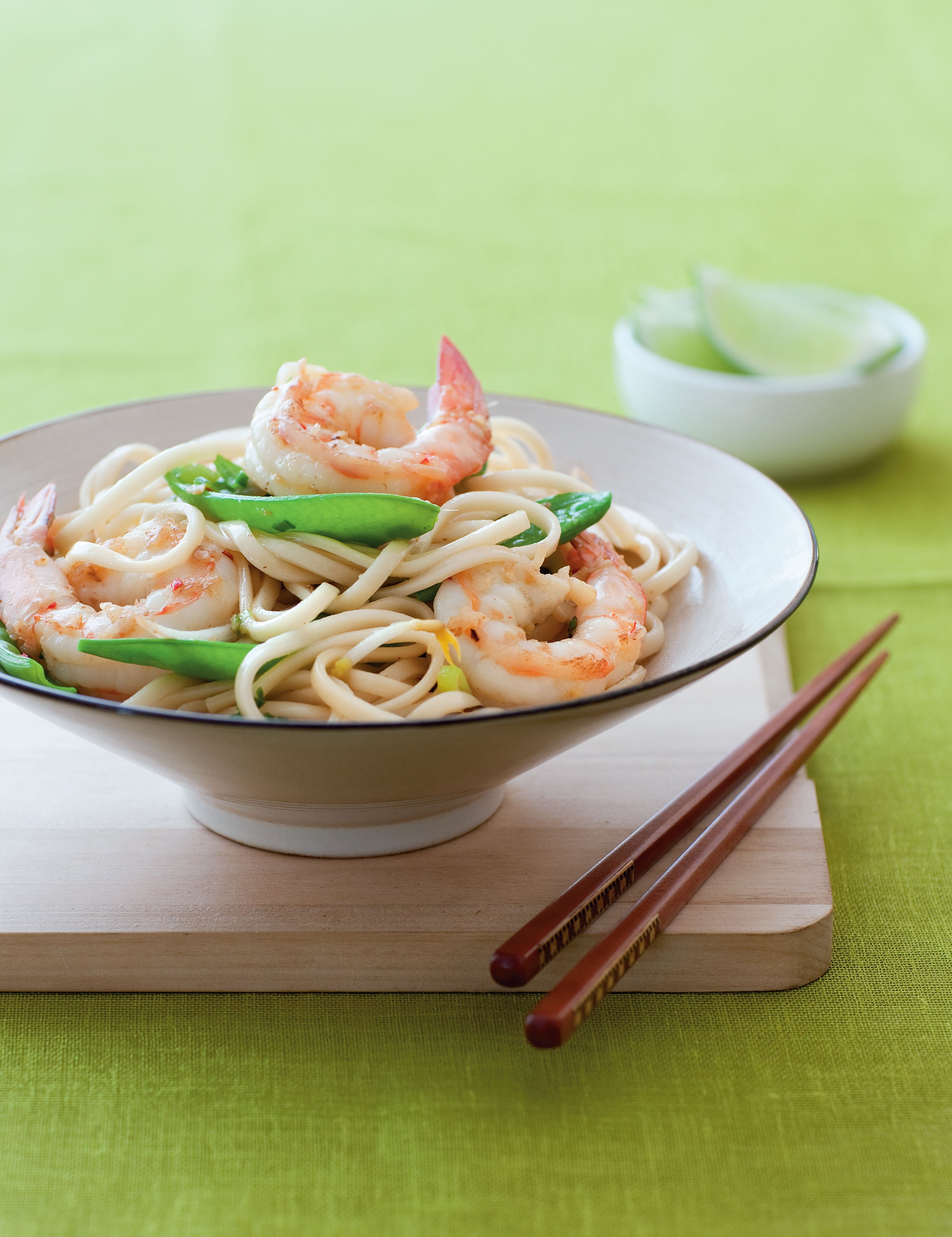 Stir-fried noodles with prawns and snow peas