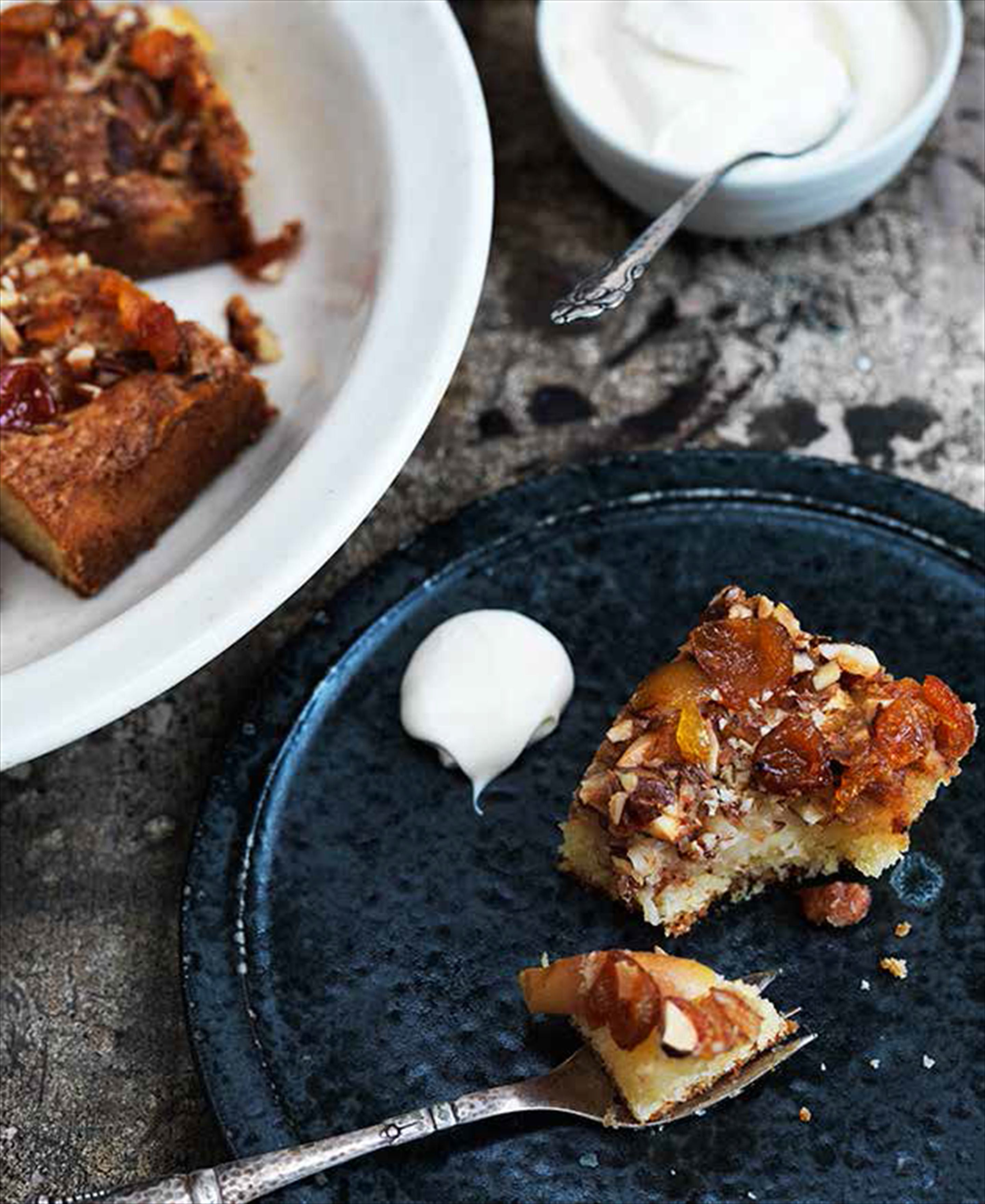Apple cake with rosehip jam