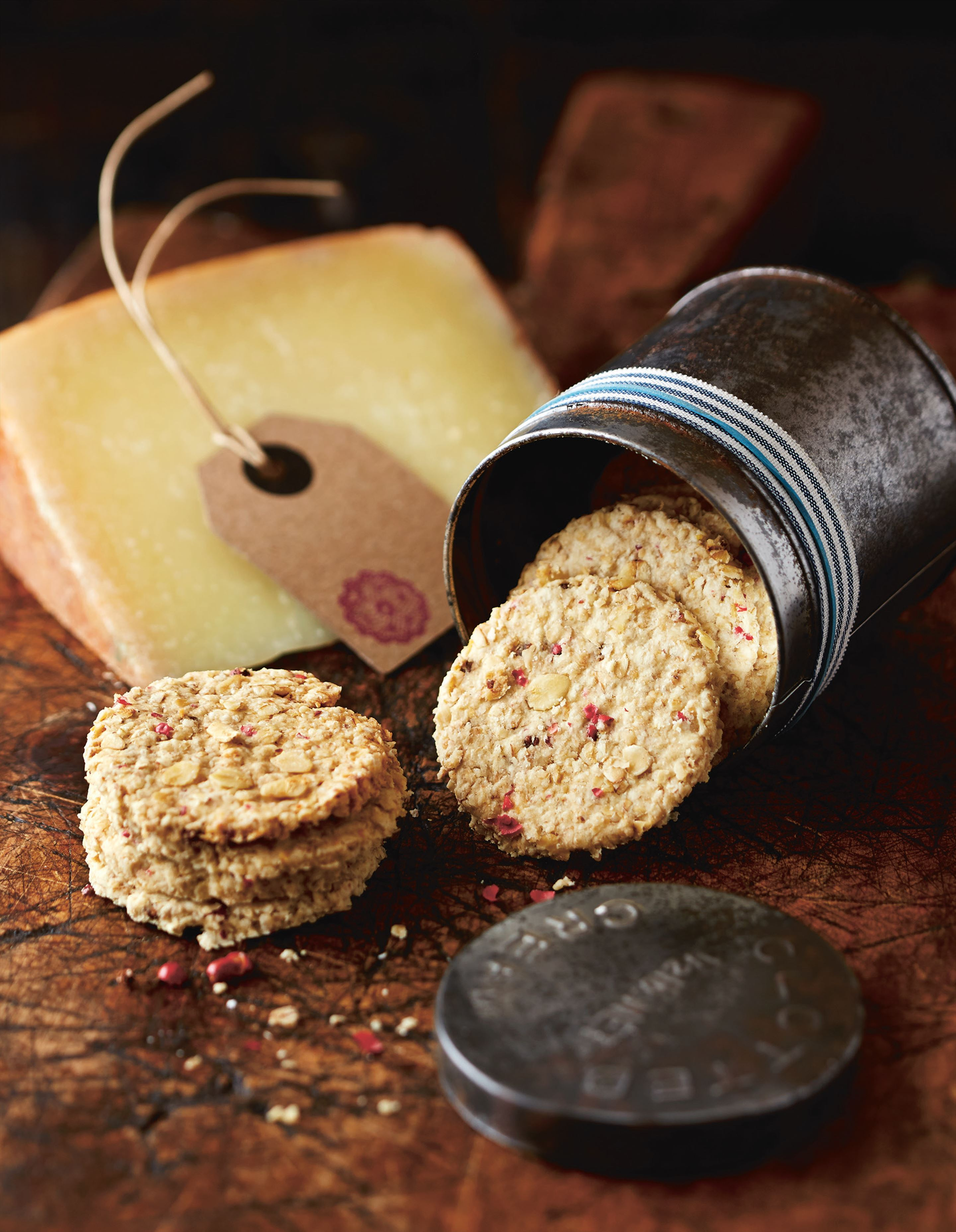 Oatcakes with pink peppercorns