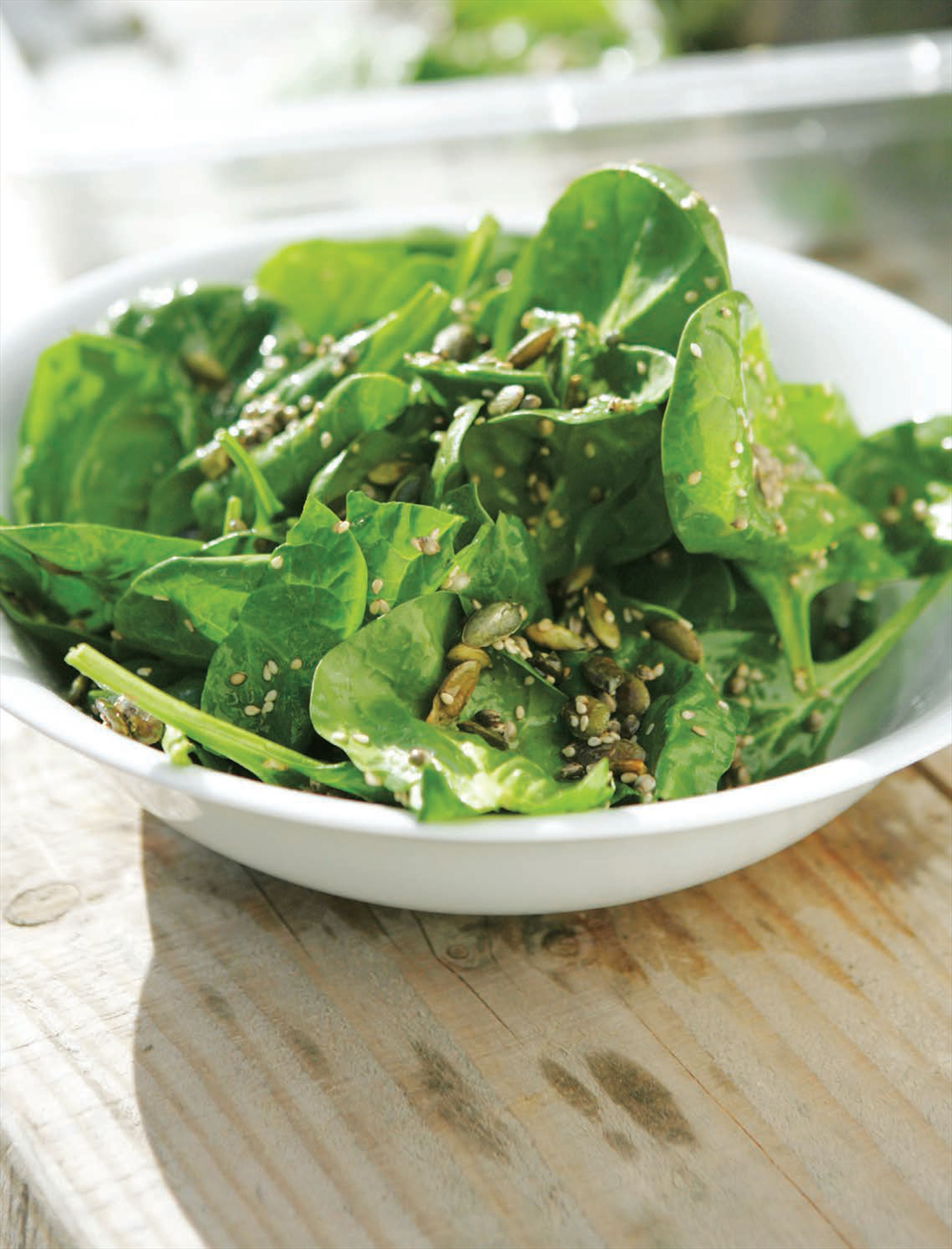 Seedy spinach salad
