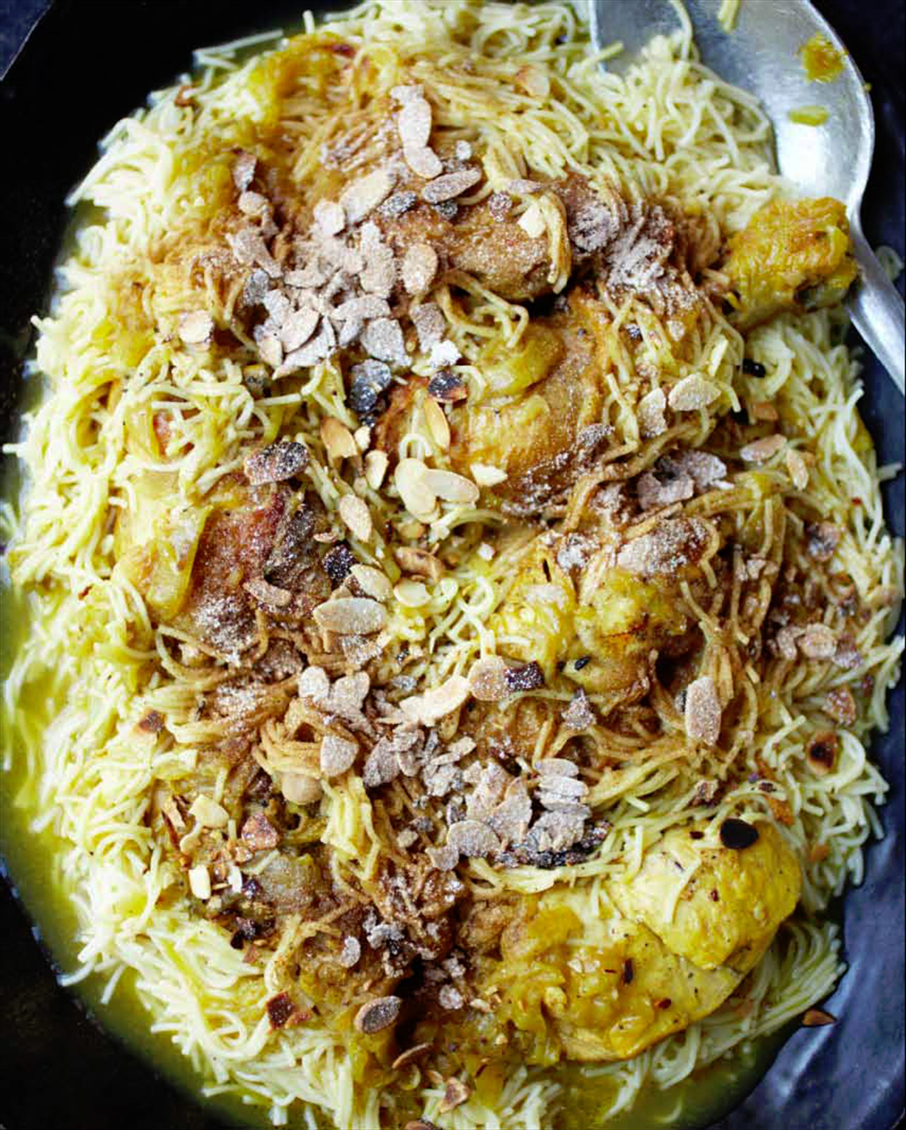Chicken madfoun with vermicelli & almonds