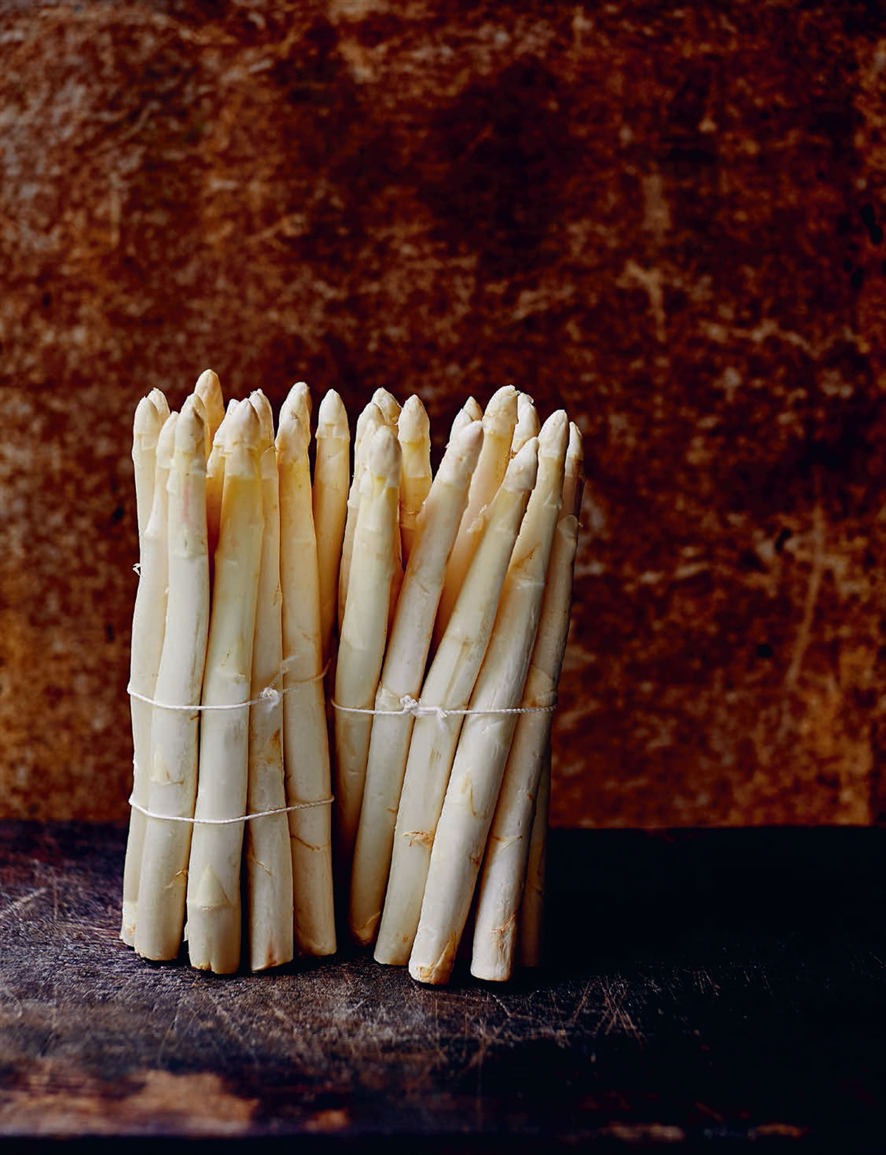 White asparagus with olive oil mayonnaise
